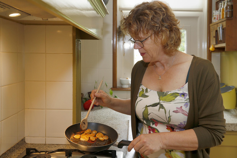 Er zijn weer verse eetbare tulpenbollen, lekker in de roomboter of uit de frituur, en dan serveren met een klodder mayo