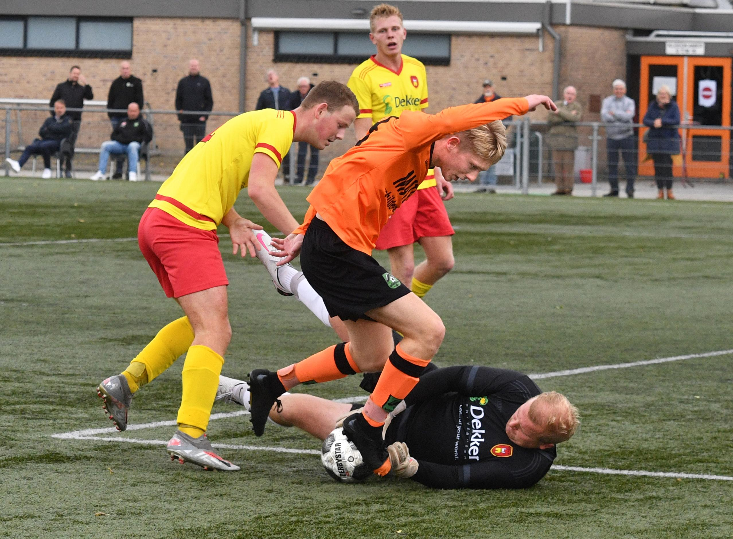 Wessel Klaver met twee knappe goals de matchwinnaar van derby tussen Victoria O en Apollo'68; de burenstrijd is ook een familietreffen