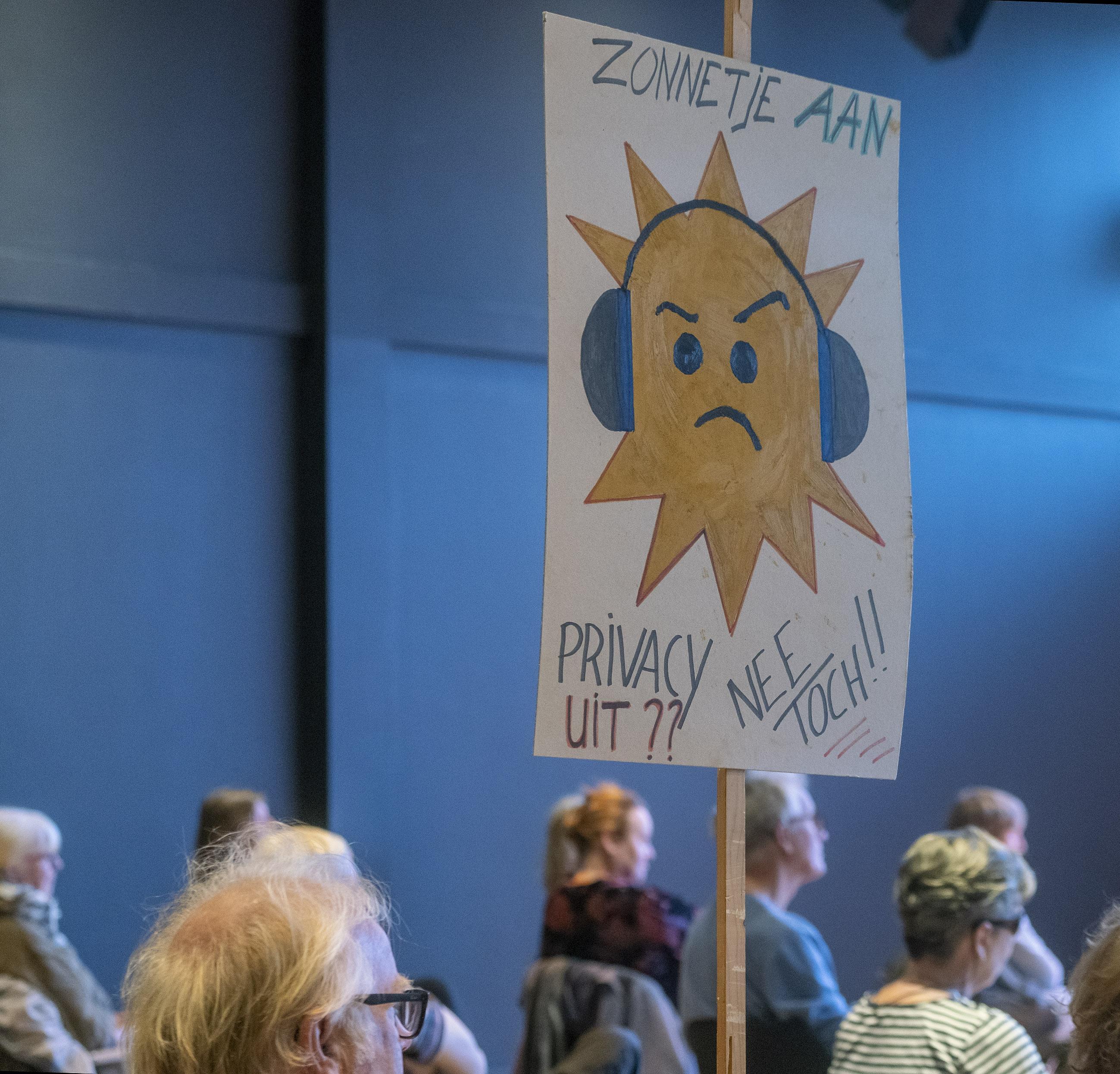Alkmaar pakt overlast Clarissenbolwerk aan met verboden en meer toezicht. Geen herrie, poep opruimen en geen vuurtjes meer
