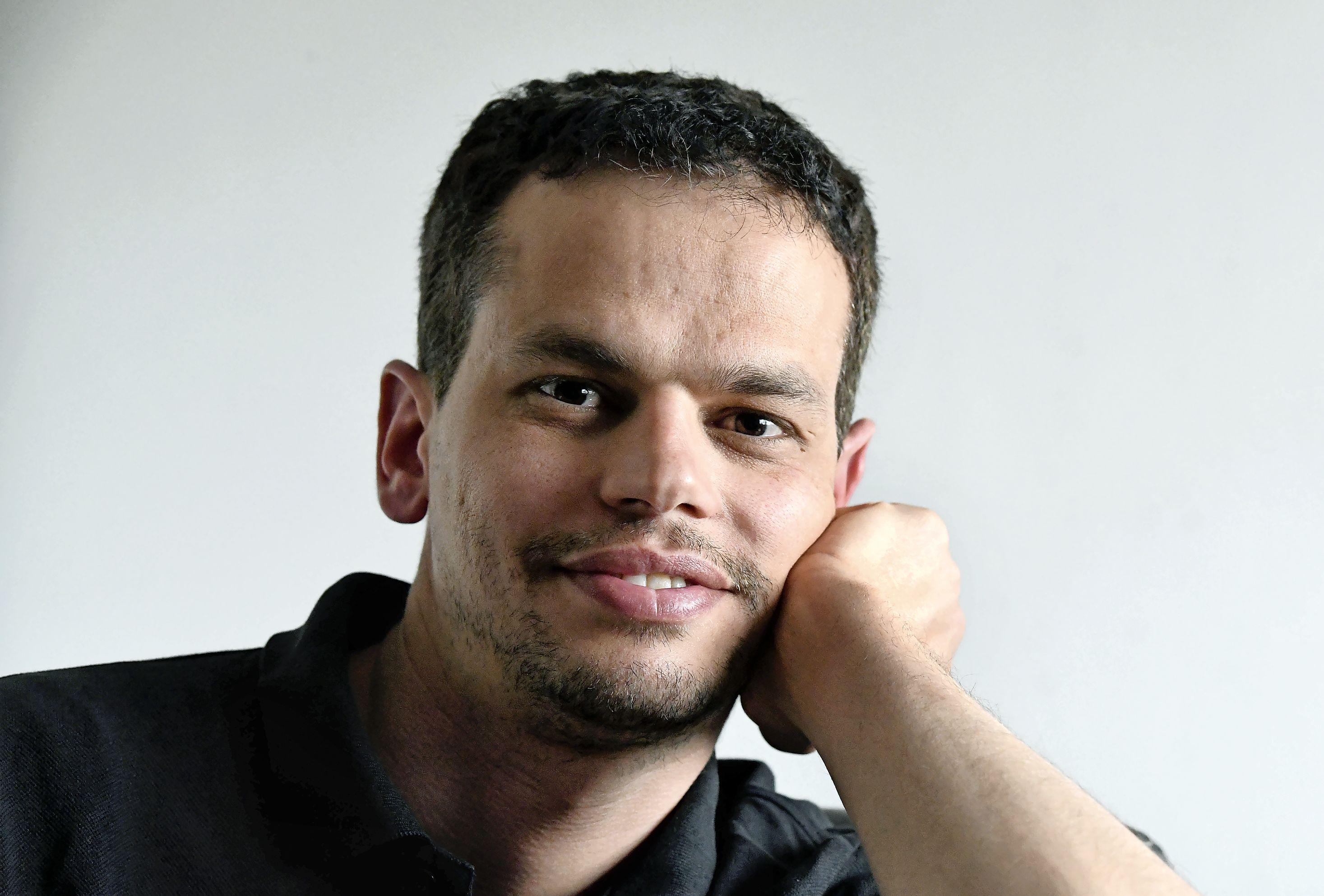 Ibrahim is 35 en heeft al drie oorlogen meegemaakt. In Koeweit, Irak en Syrië. Nu woont hij in Den Helder. Zijn grootste wens? Palestina bezoeken, het land waar hij écht vandaan komt