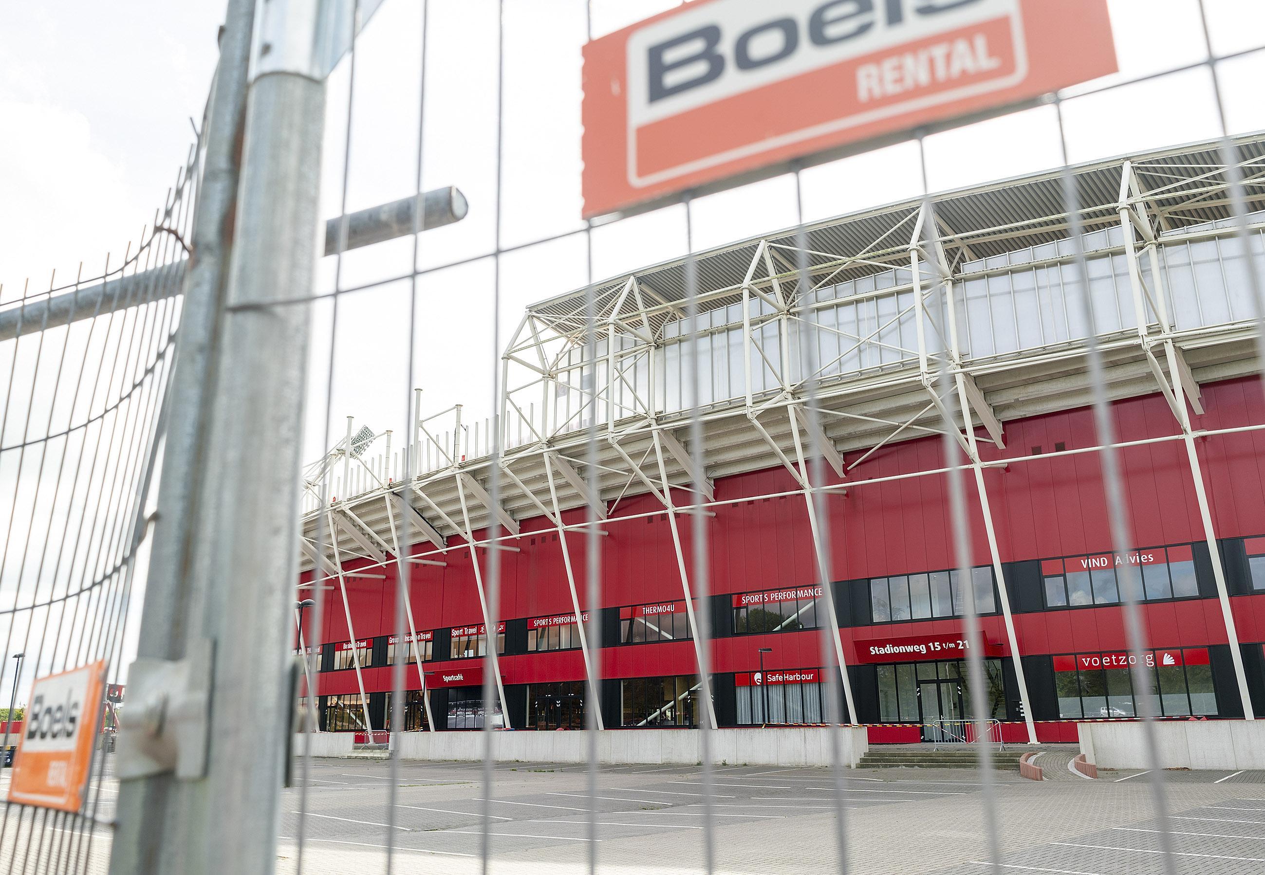 AZ hoopt in december weer in eigen stadion te kunnen spelen