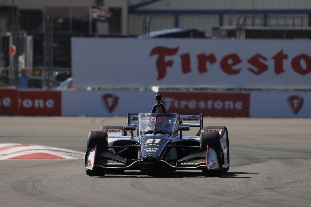 Hoofddorper Rinus van Kalmthout eindigt als veertiende in laatste race van IndyCar seizoen maar mag zichzelf wel rookiekampioen noemen