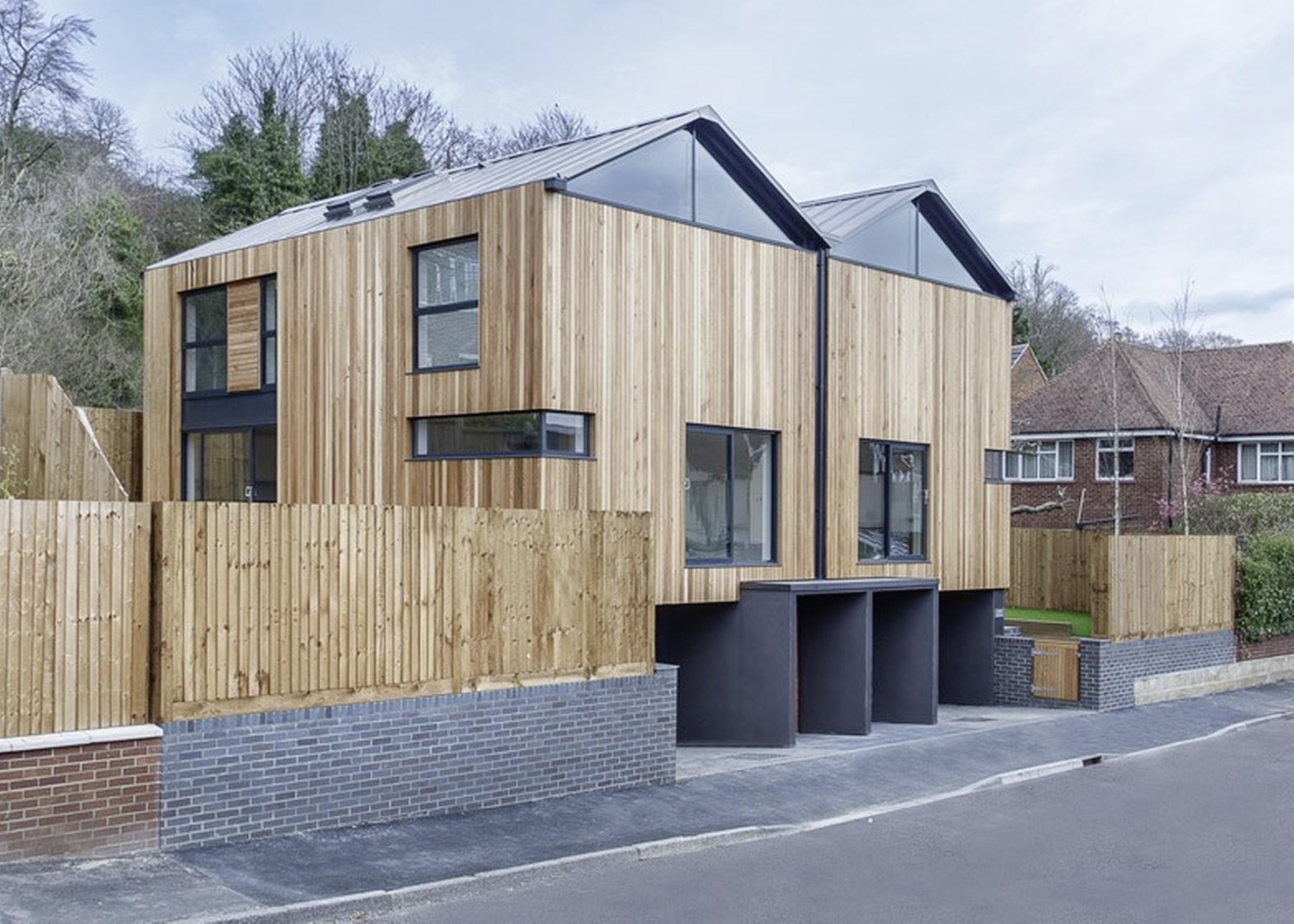 Plan voor 25 starterswoningen aan het Zuideinde in Landsmeer. Modern met hout of Waterlandse gevels? Bewoners mogen kiezen