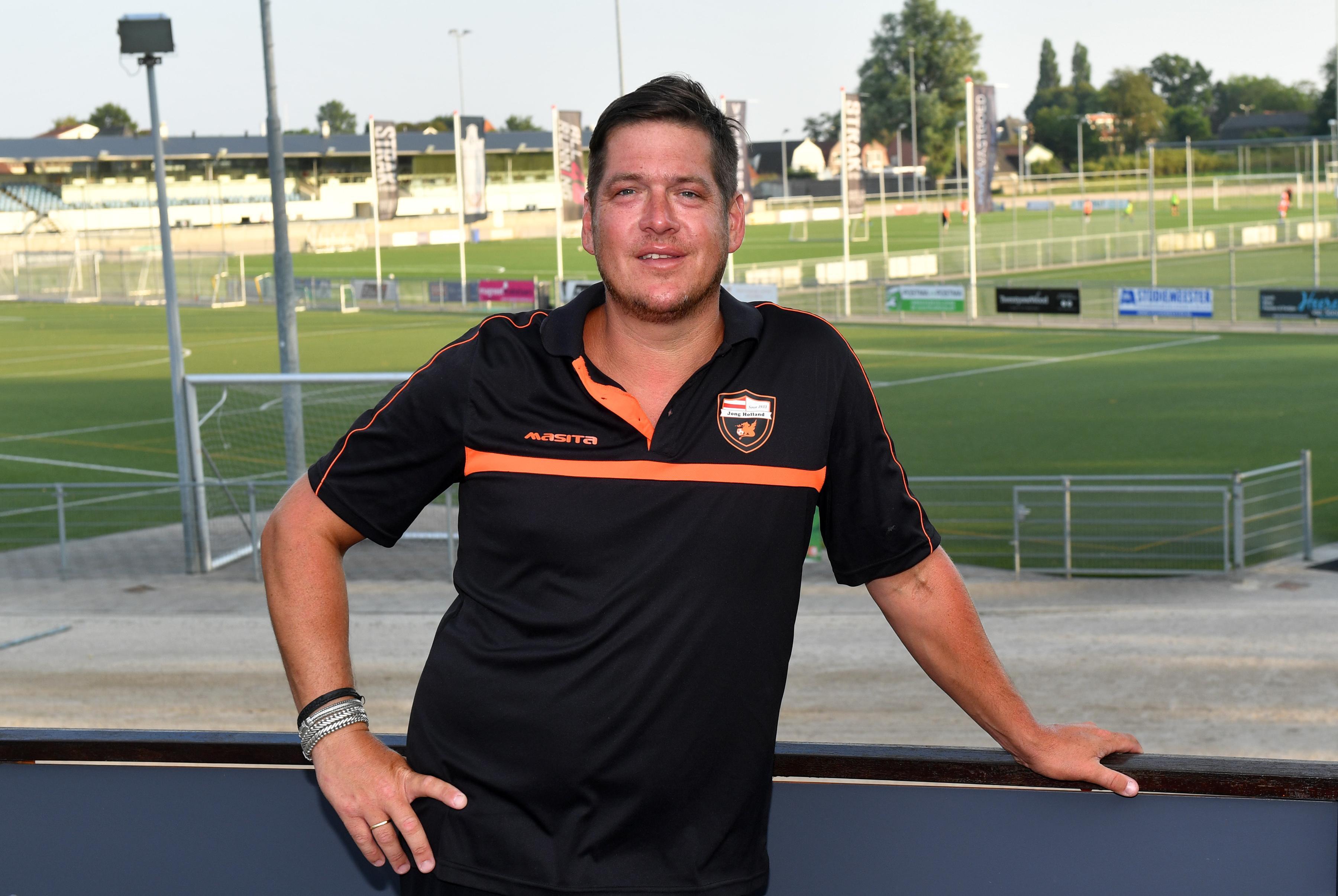 Jong Holland spreekt vertrouwen in hoofdtrainer Carl Ern uit