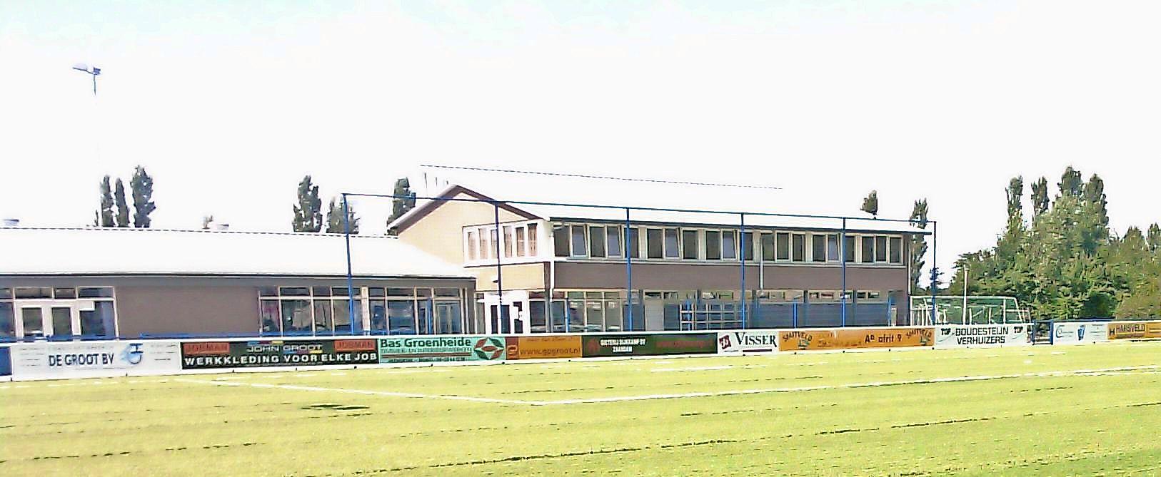 Voetbalclub ADO'20 in Heemskerk wordt groener dan het gras waar het op speelt, na led-verlichting nu ook zonnepanelen. 'We worden helemaal zelfvoorzienend'