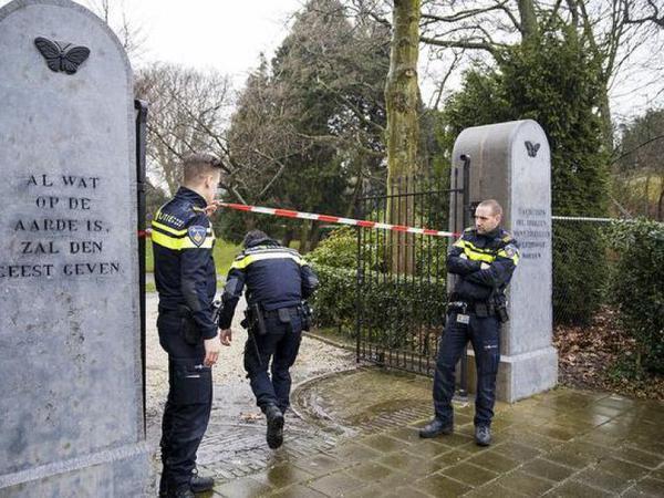 NFI onderzoekt doodsoorzaak man begraafplaats Haarlem