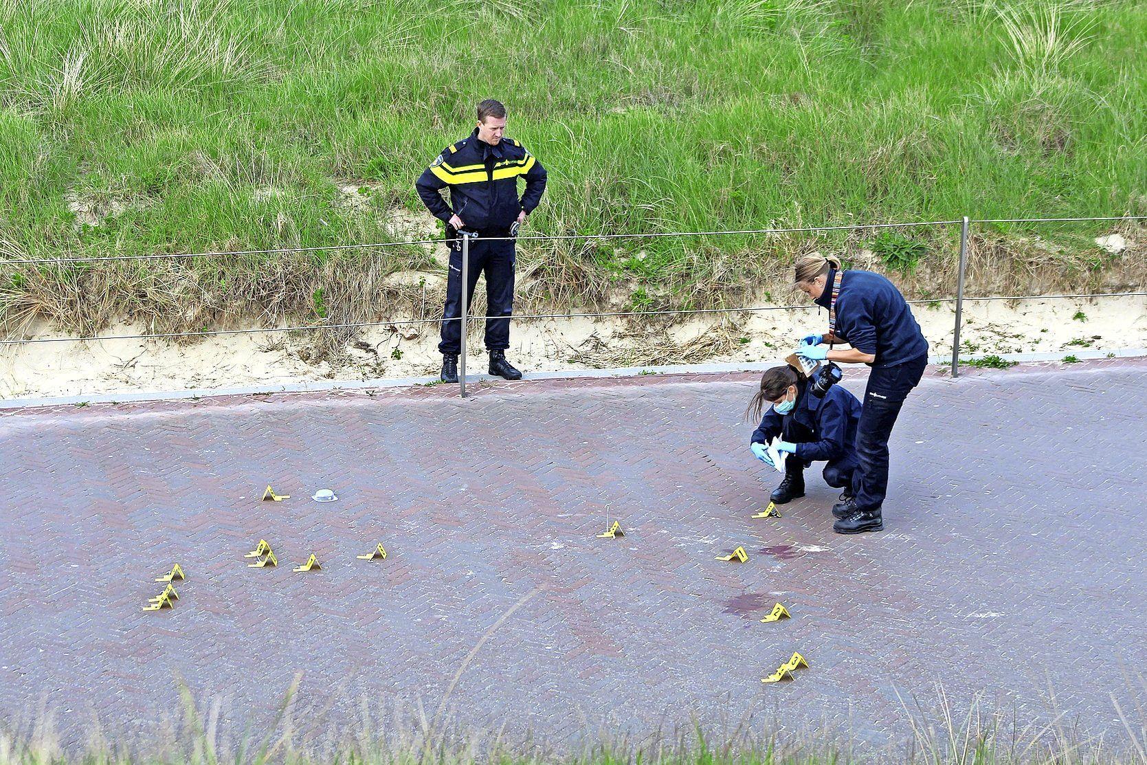 'Explosie van uitzinnig geweld' tegen Duitse toeristen in Egmond aan Zee. Slachtoffers voor dood achtergelaten. Duo krijgt veel hogere celstraf