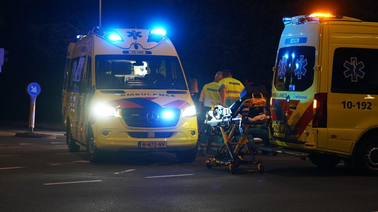 Fietser en kind gewond bij aanrijding met auto op kruising in Alkmaar