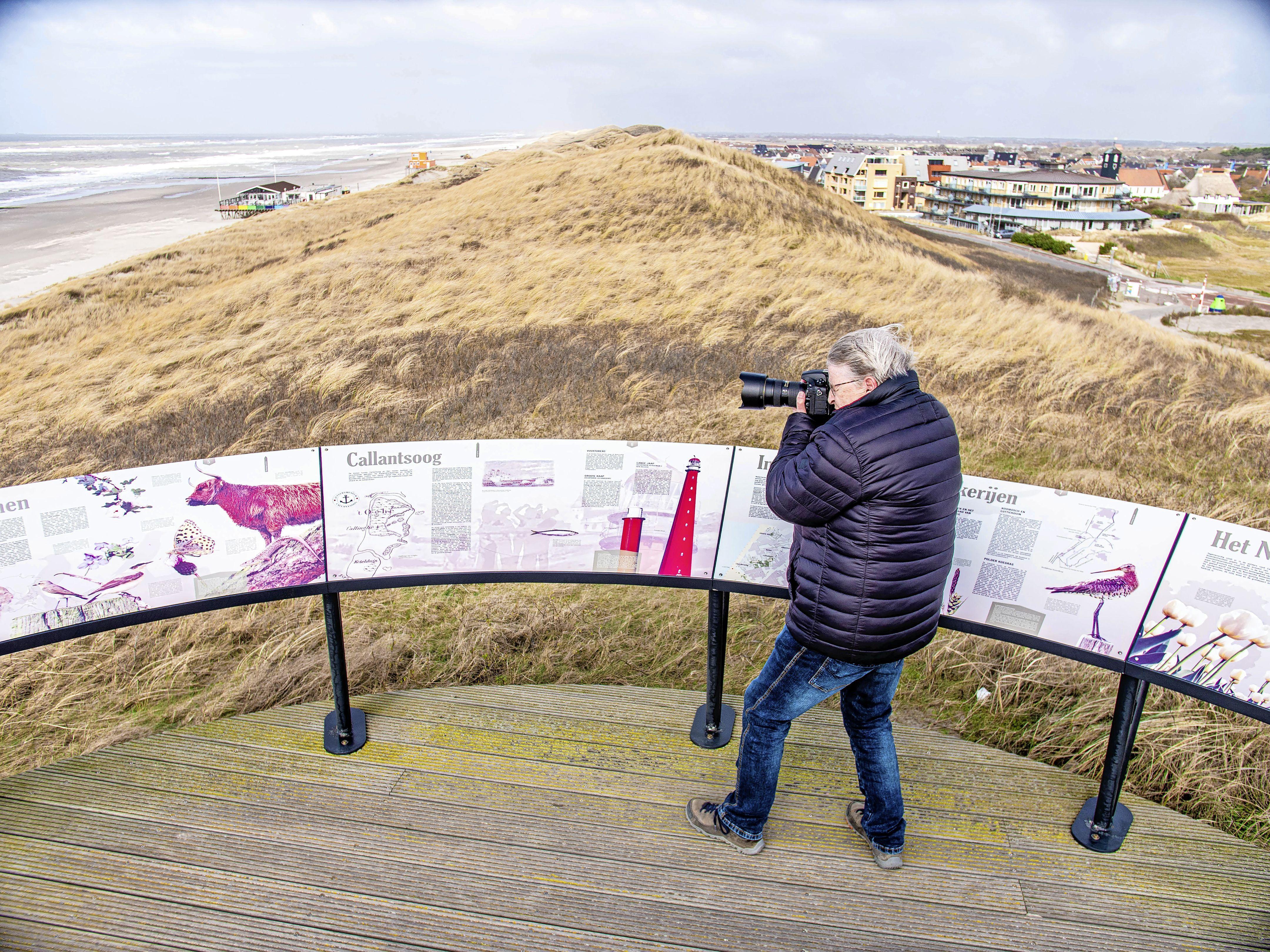 Fotografe Simone Gerard komt uit Twente, maar ze werd verliefd op Callantsoog. Ze ging er wonen en verkende elke heg en steg met haar camera. Dat levert prachtige beelden op
