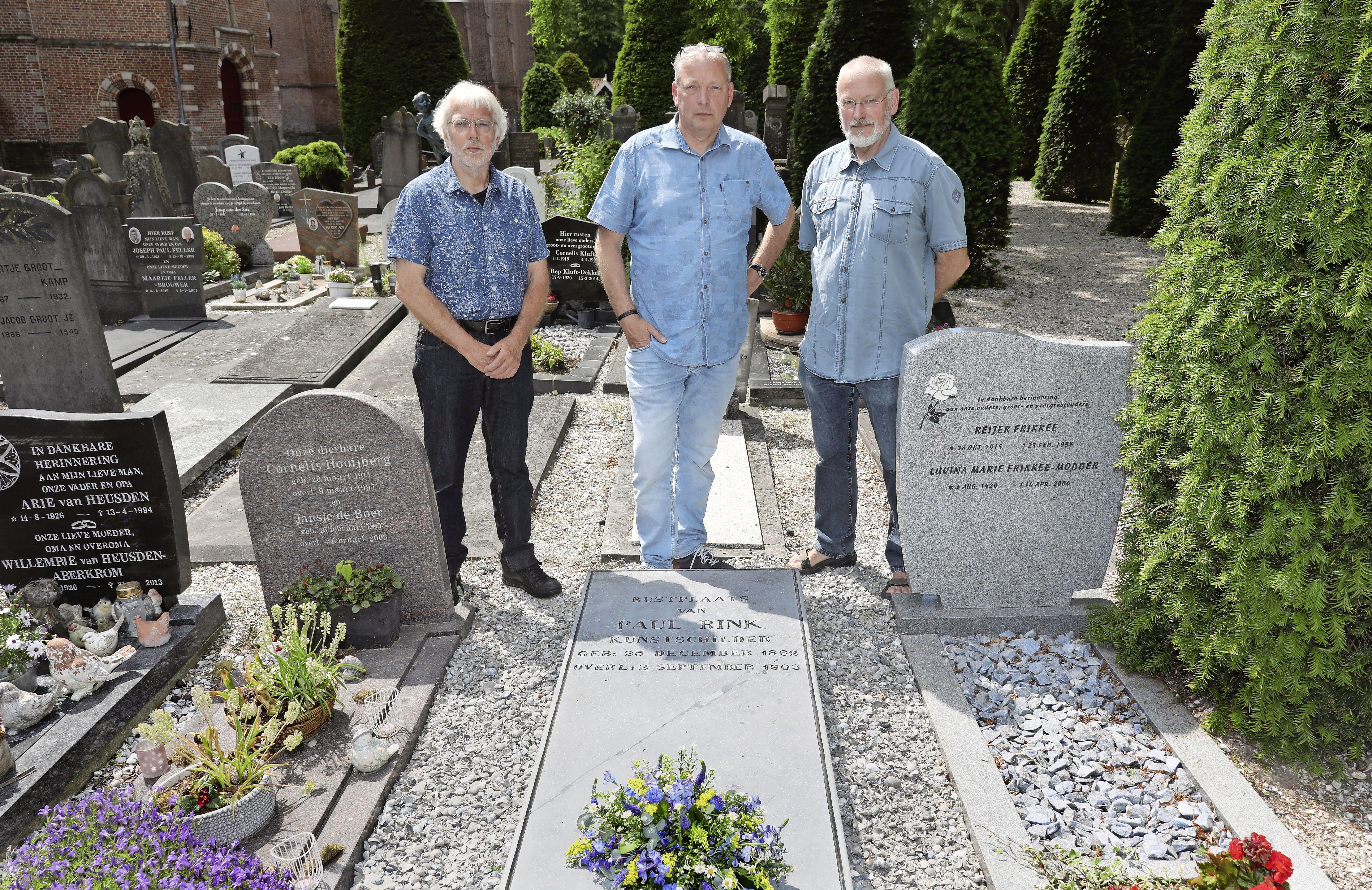 'Deze steen kan zeker weer honderd jaar mee'; bijna geruimd graf van Paul Rink in Edam ziet er dankzij curieuze actie nu tiptop uit