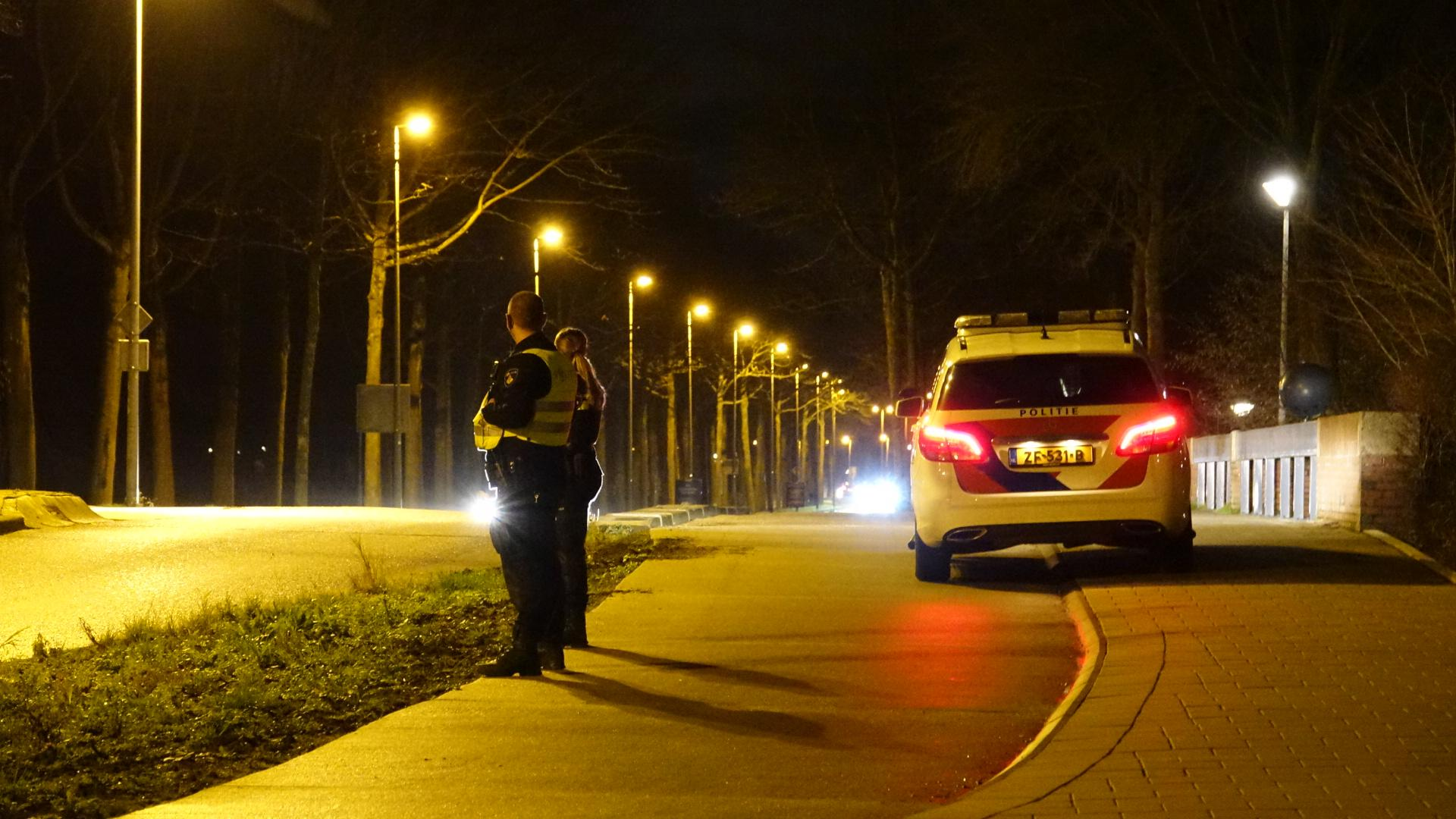 Conflict op straat in Zwaag, verdachte zwaait met mes, politie sluit wijk hermetisch af