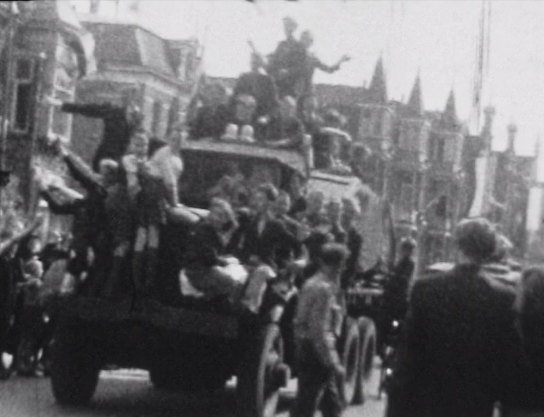 Bewegend Verleden: Intocht van Canadezen in Alkmaar, 1945 [video]
