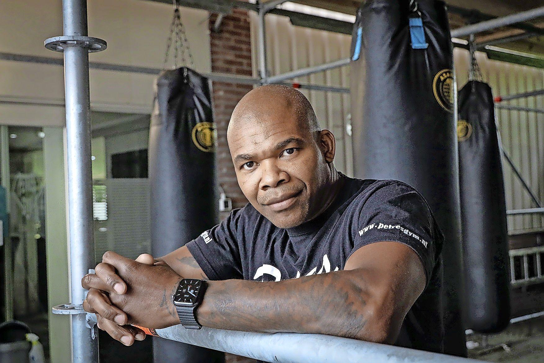 Kickbokser Clyde Petres ging pas écht een gevecht aan na een dreun van de dokter. De bult bleek 'een tennisbal' en kwaadaardig bovendien