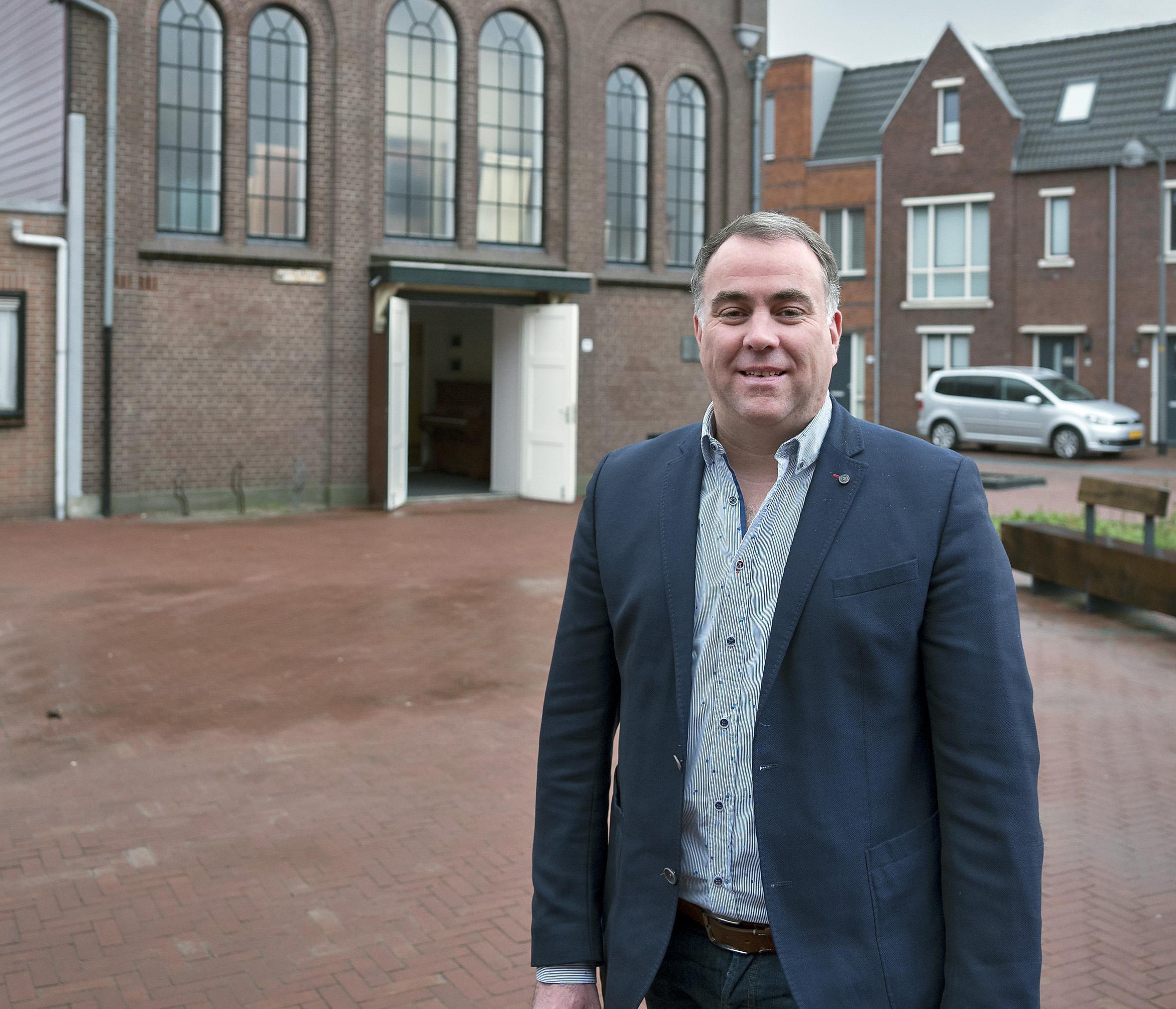 Citymarketeer Friso Huizinga ziet kansen om IJmuiden op de kaart te zetten op kale sluismuur