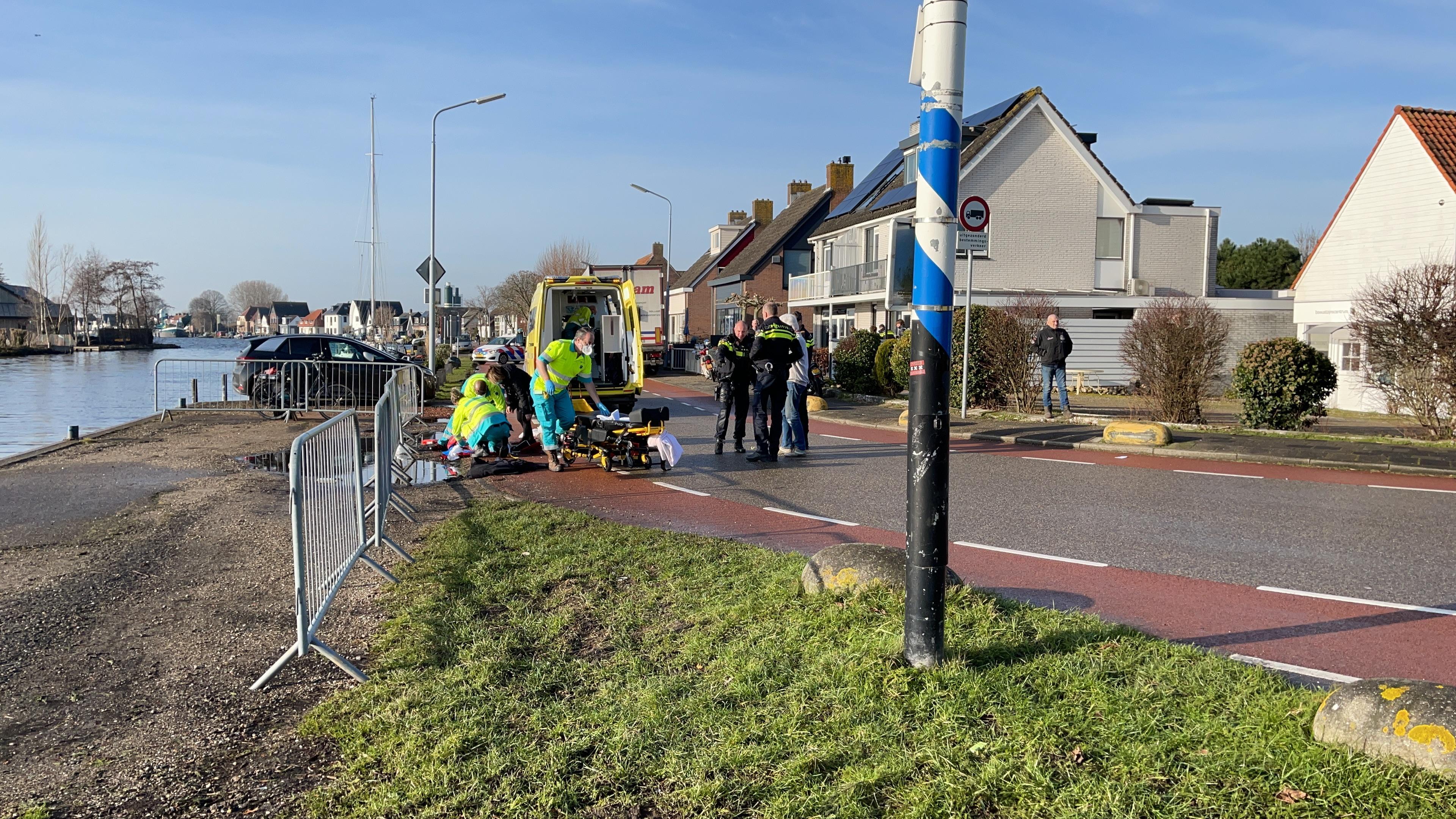 Fietser zwaargewond bij aanrijding met vrachtwagen in Rijsenhout; traumahelikopter ter plaatse