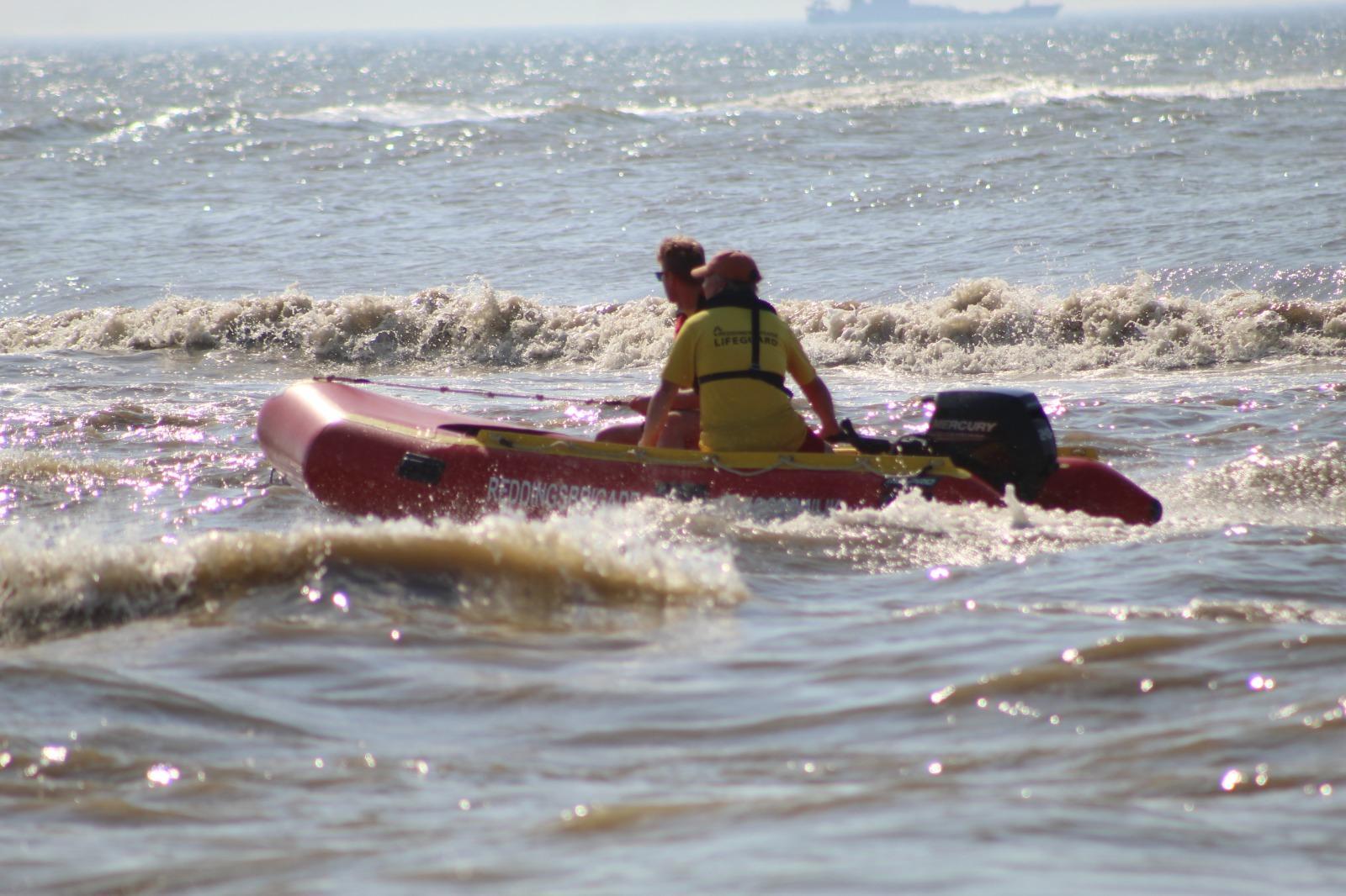 Hulpdiensten zoeken naar vermiste zwemmer in zee tussen Noordwijk en Katwijk