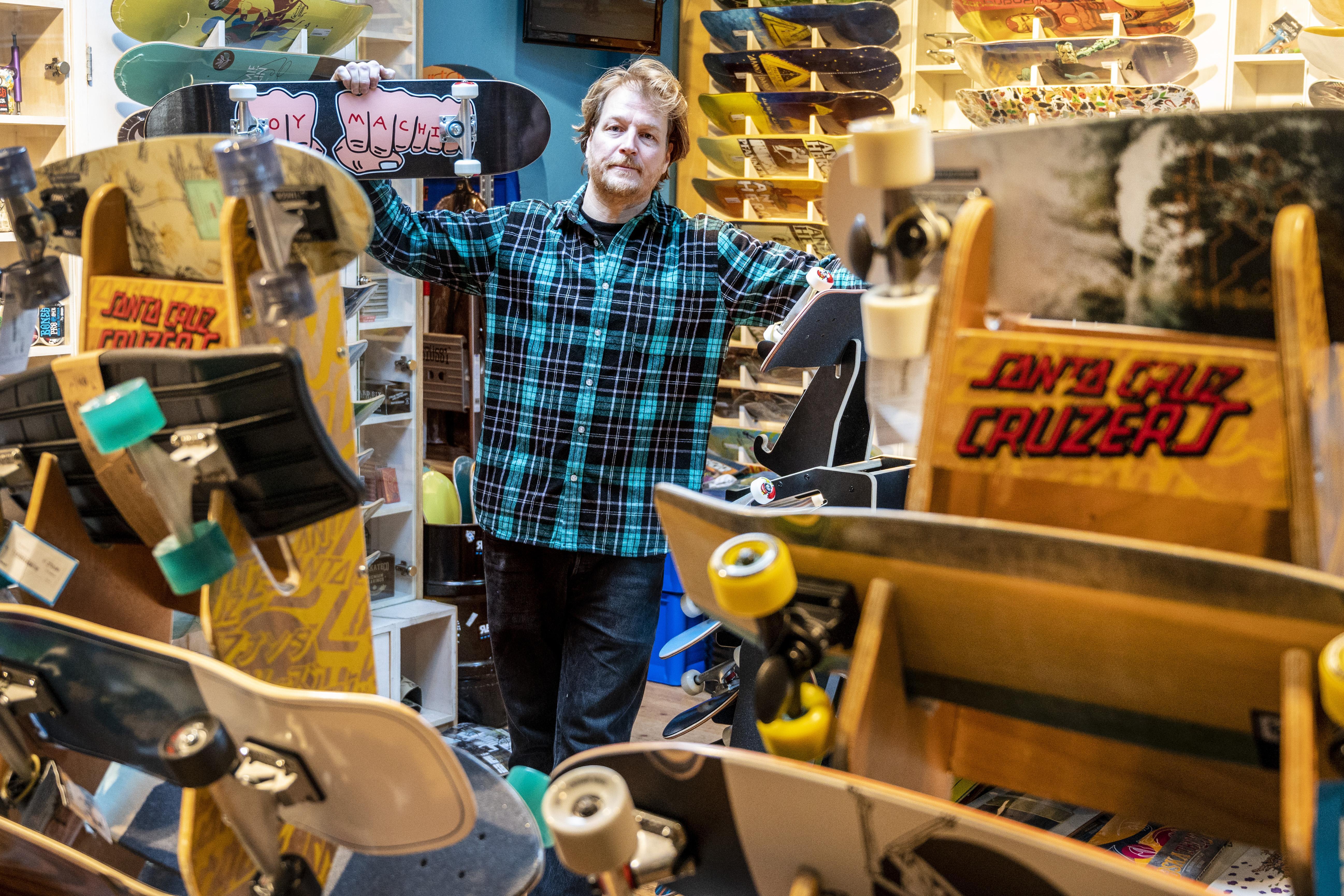 Jeroen Blankevoort van skateshop Revert 95 gooit zijn winkel open. 'Ik ben op een punt beland dat ik het risico van een boete neem'