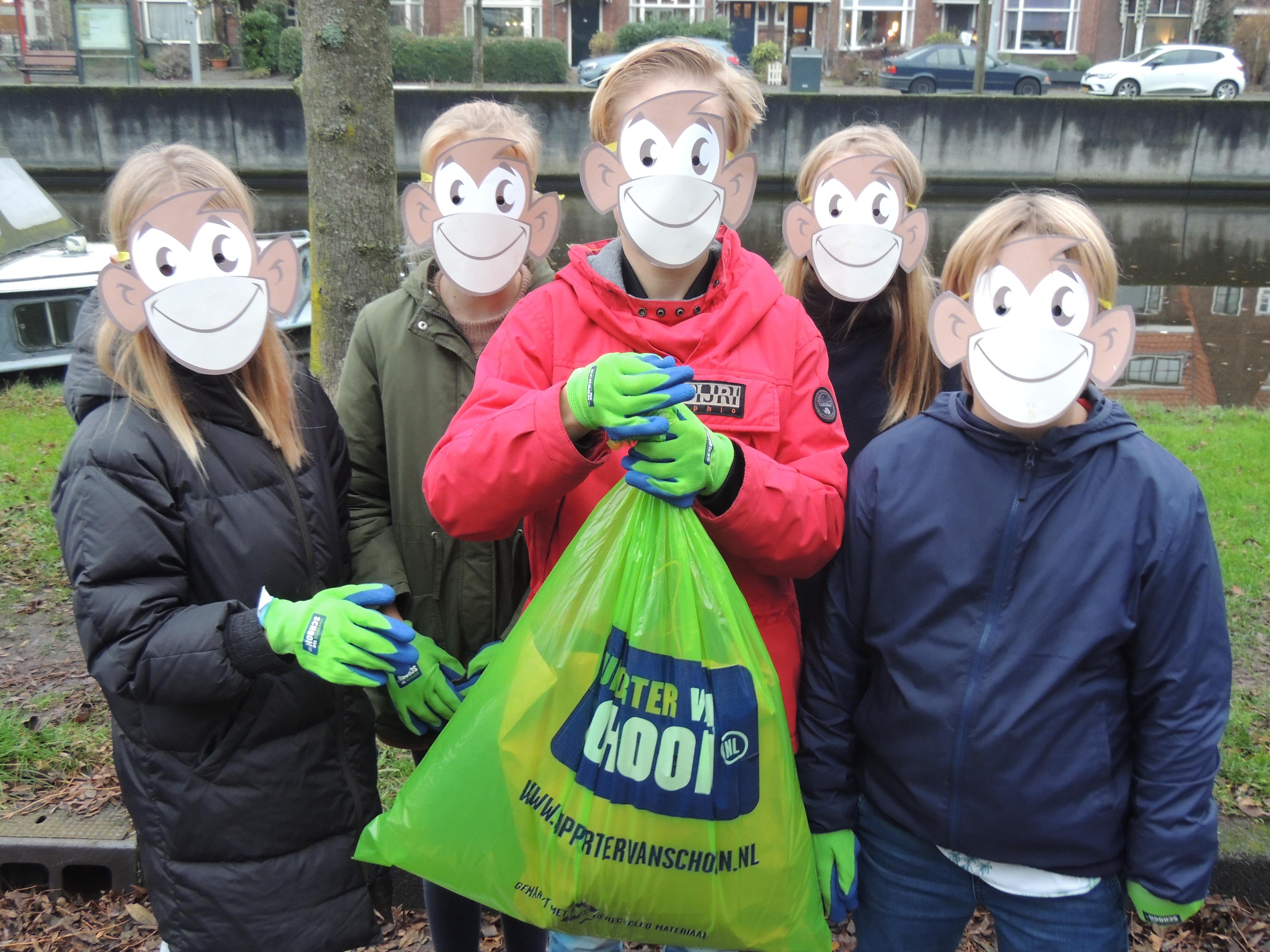 Haarlemse basisschool raapt mondkapjes van de straten