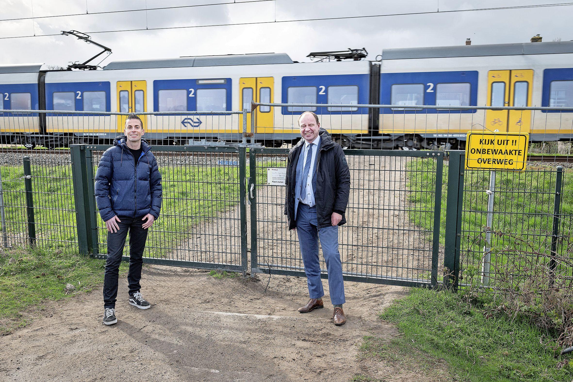 Prorail sluit laatste onbewaakte spoorwegovergang in Santpoort-Zuid: 'Hiermee is een einde gekomen aan een proces van vele jaren waarmee we de veiligheid op dit stuk spoor flink willen verbeteren'
