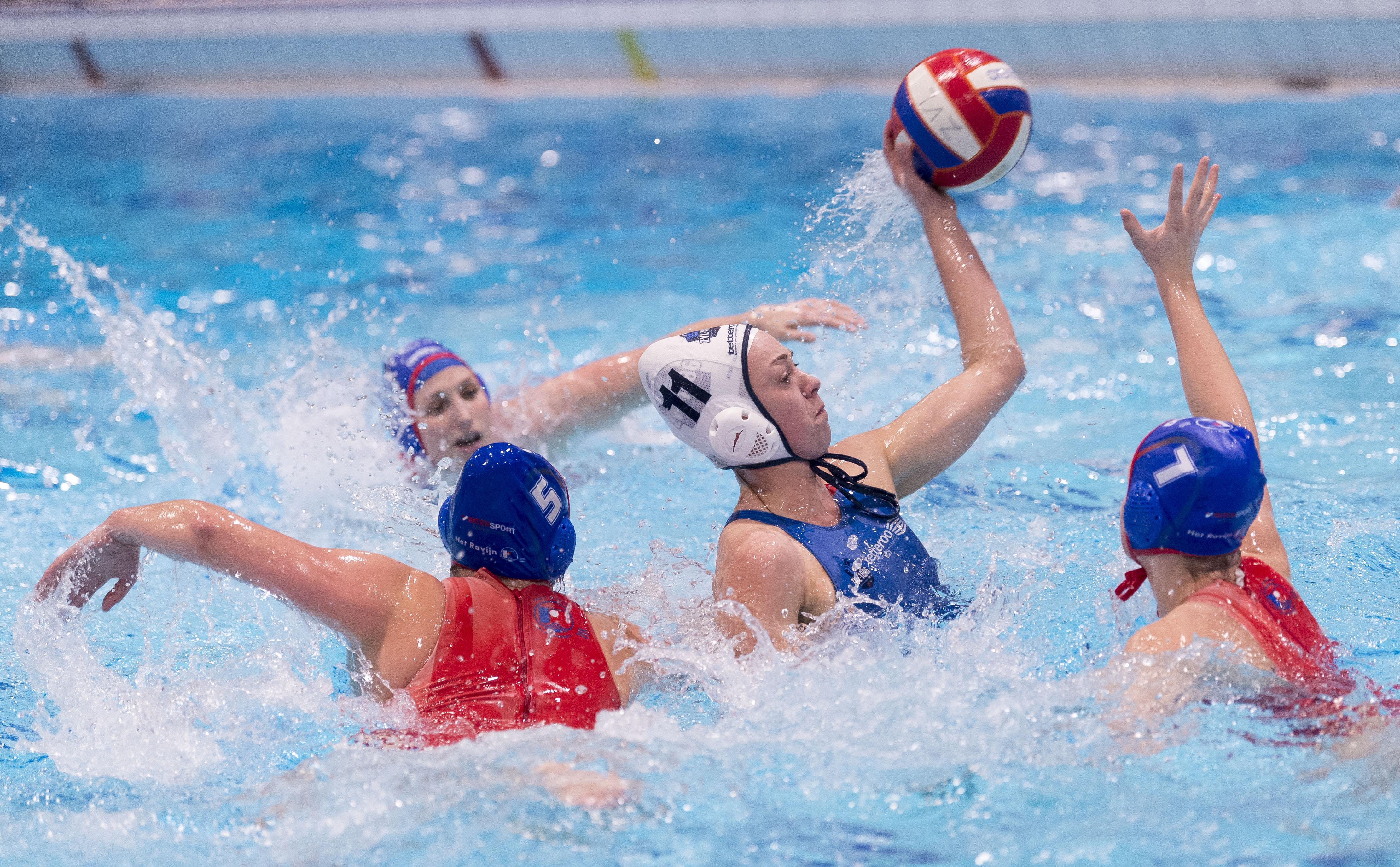 Gemengde gevoelens bij teams ZVL over start van bekercompetitie waterpolo: 'Je gaat naar het zwembad, speelt een wedstrijd en je bent weer weg. Maar dat is wat het is'