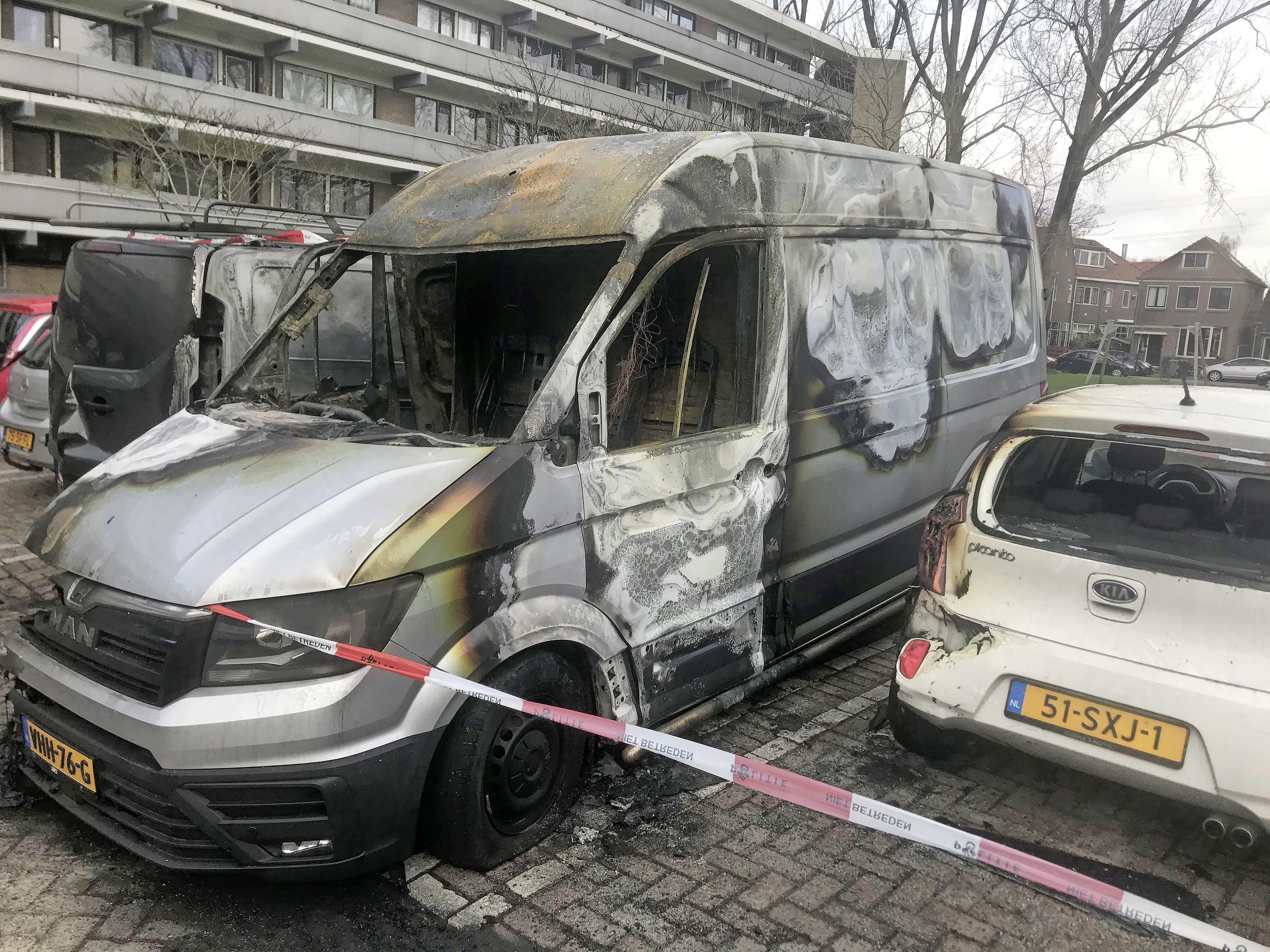 Omwonenden geschokt door autobrand Claude Monetstraat Zaandam: 'Dan stort toch je wereld in'