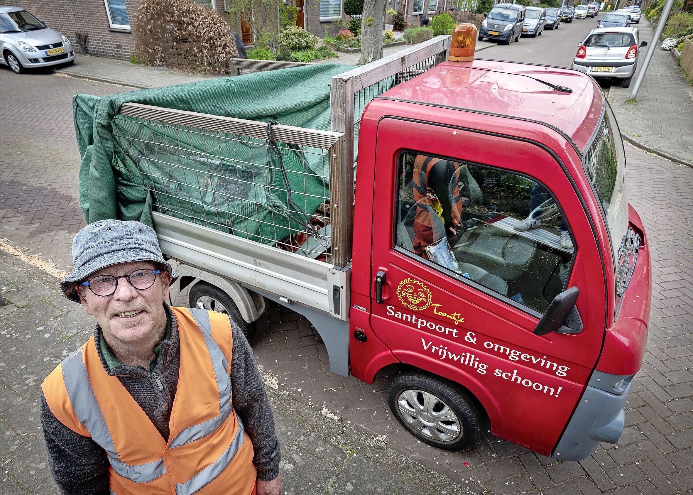 Bijna elke dag gaat Toon op pad om straatvuil op te ruimen maar nu is zijn karretje aan vervanging toe. Wie helpt hem uit de brand?