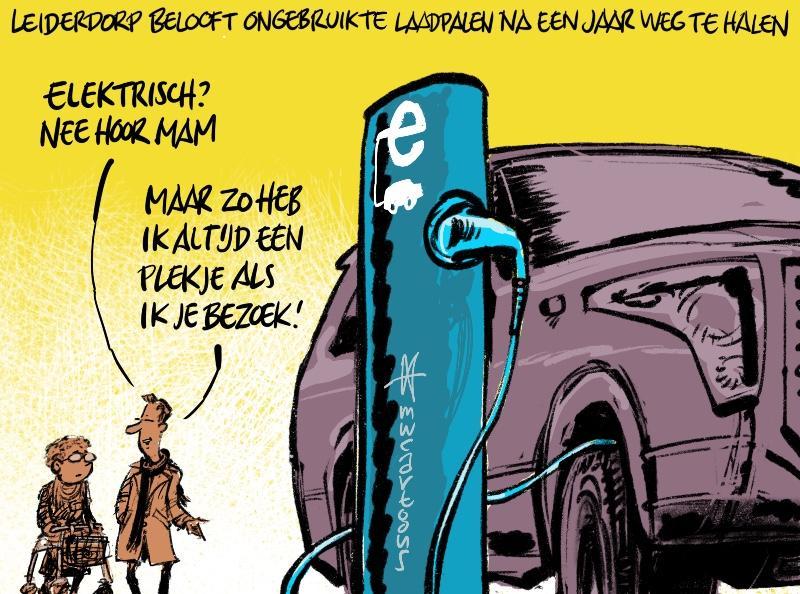 Cartoon van Maarten Wolterink: Ongebruikte laadpalen weg