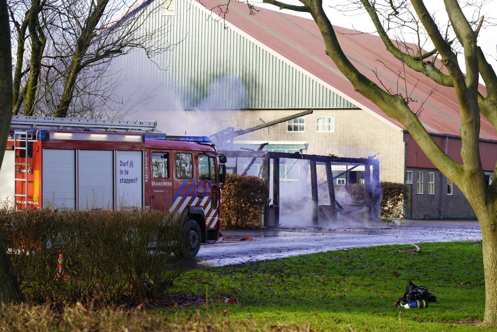 Bijgebouw boerderij volledig afgebrand in Middenmeer