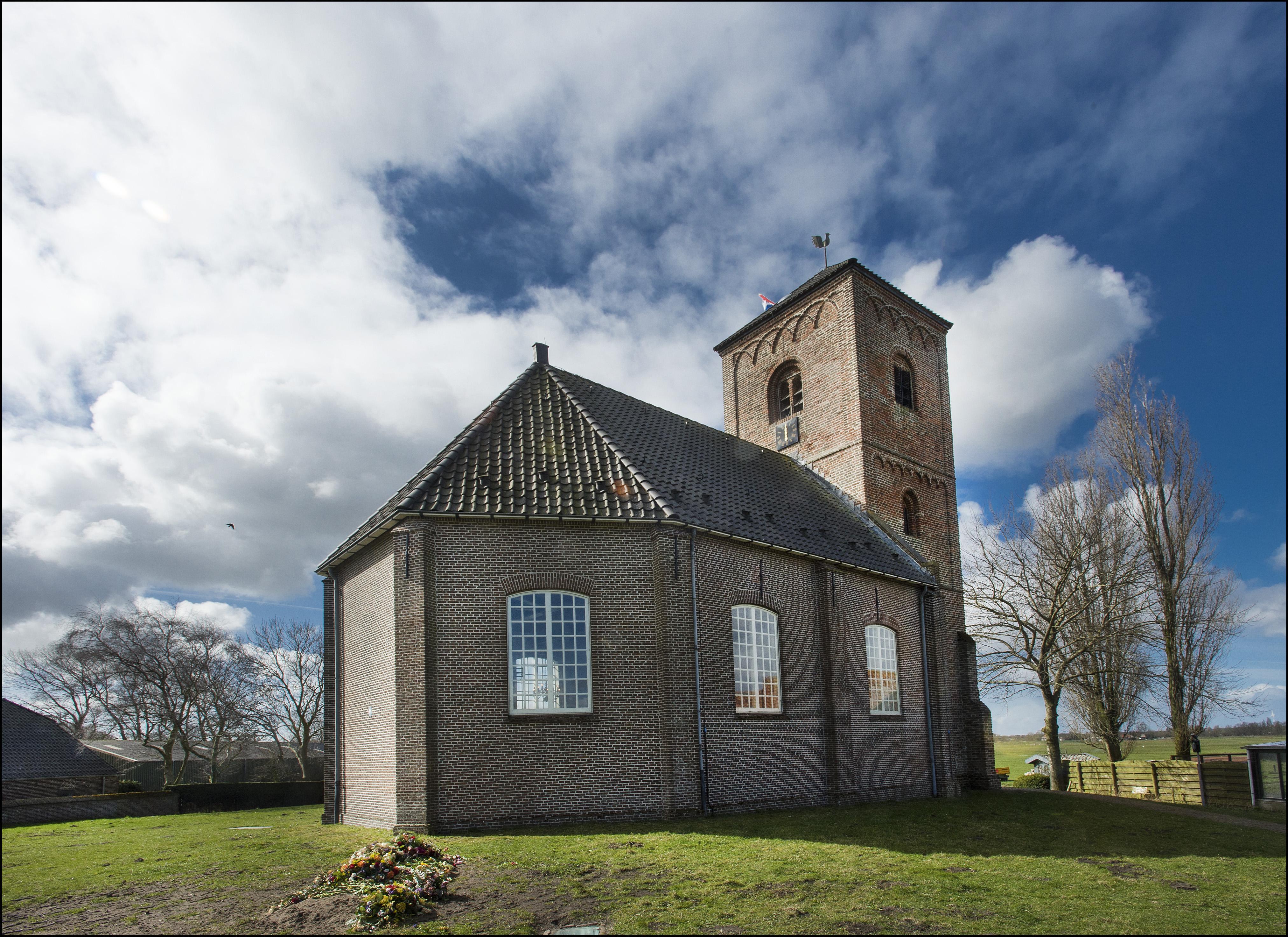 Alleen stijlvolle graven rond de Stompe Toren gewenst: liggende zerken van Belgisch hardsteen