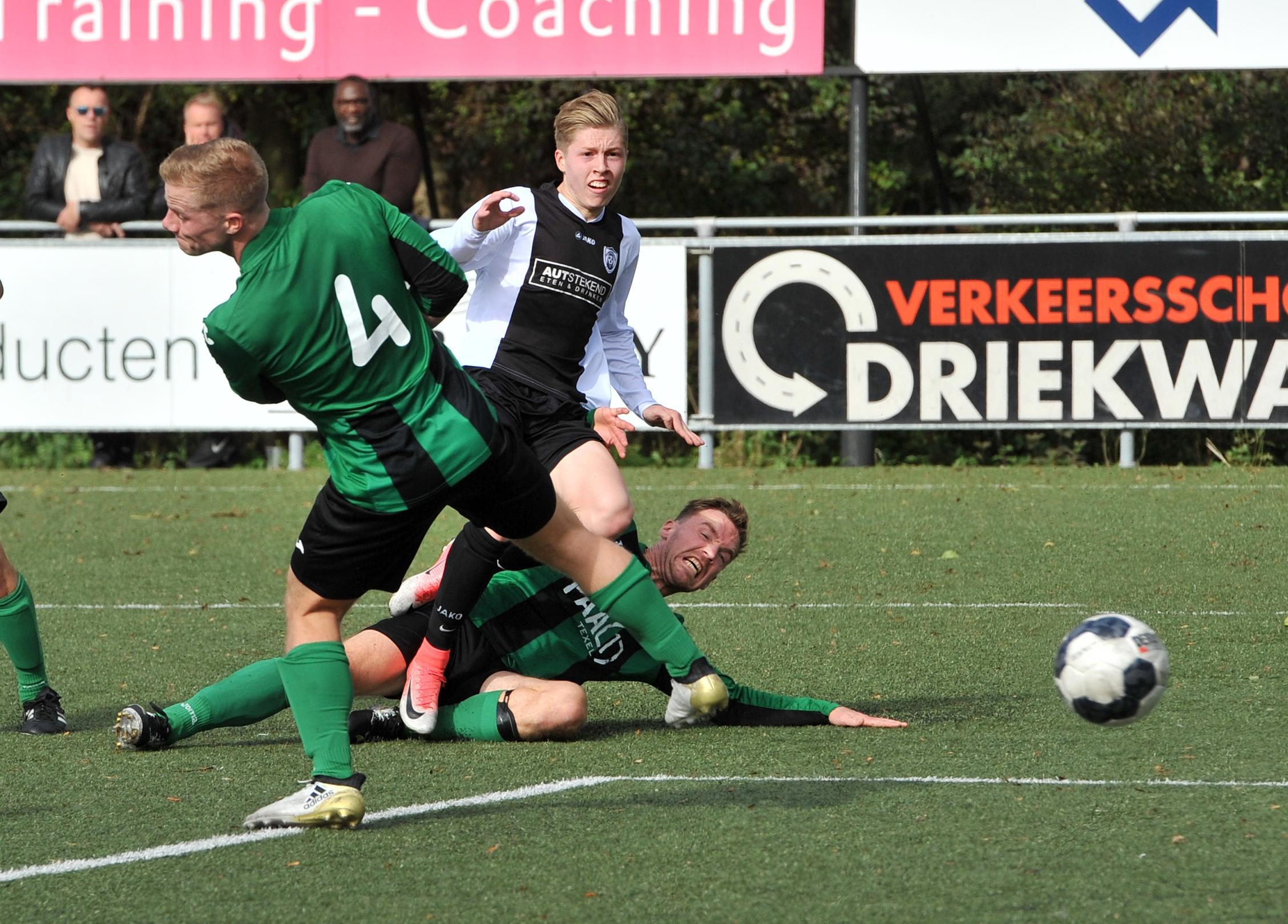 Doelman Texel'94 is sta-in-de-weg voor aanvallers Kolping Boys