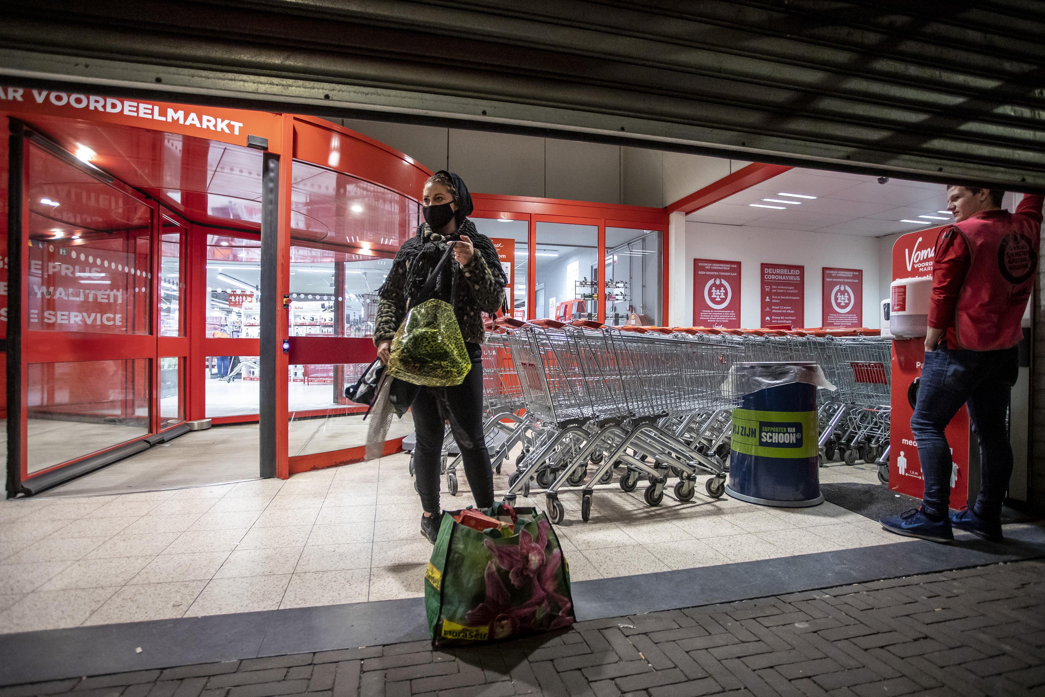 Avondklok: IJmuiden is stiller, maar zeker niet leeg