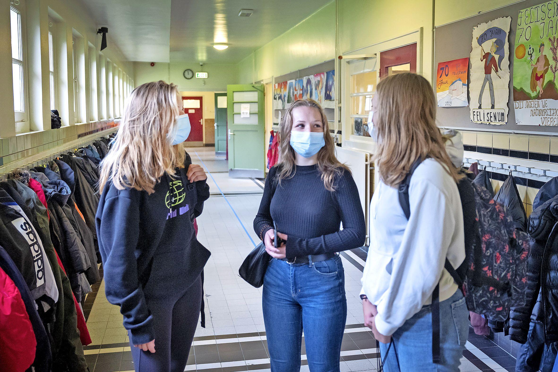 Vellesan College in IJmuiden gaat maandag open, andere scholen in de IJmond wachten af: 'Het moet veilig zijn voor leerlingen én docenten'