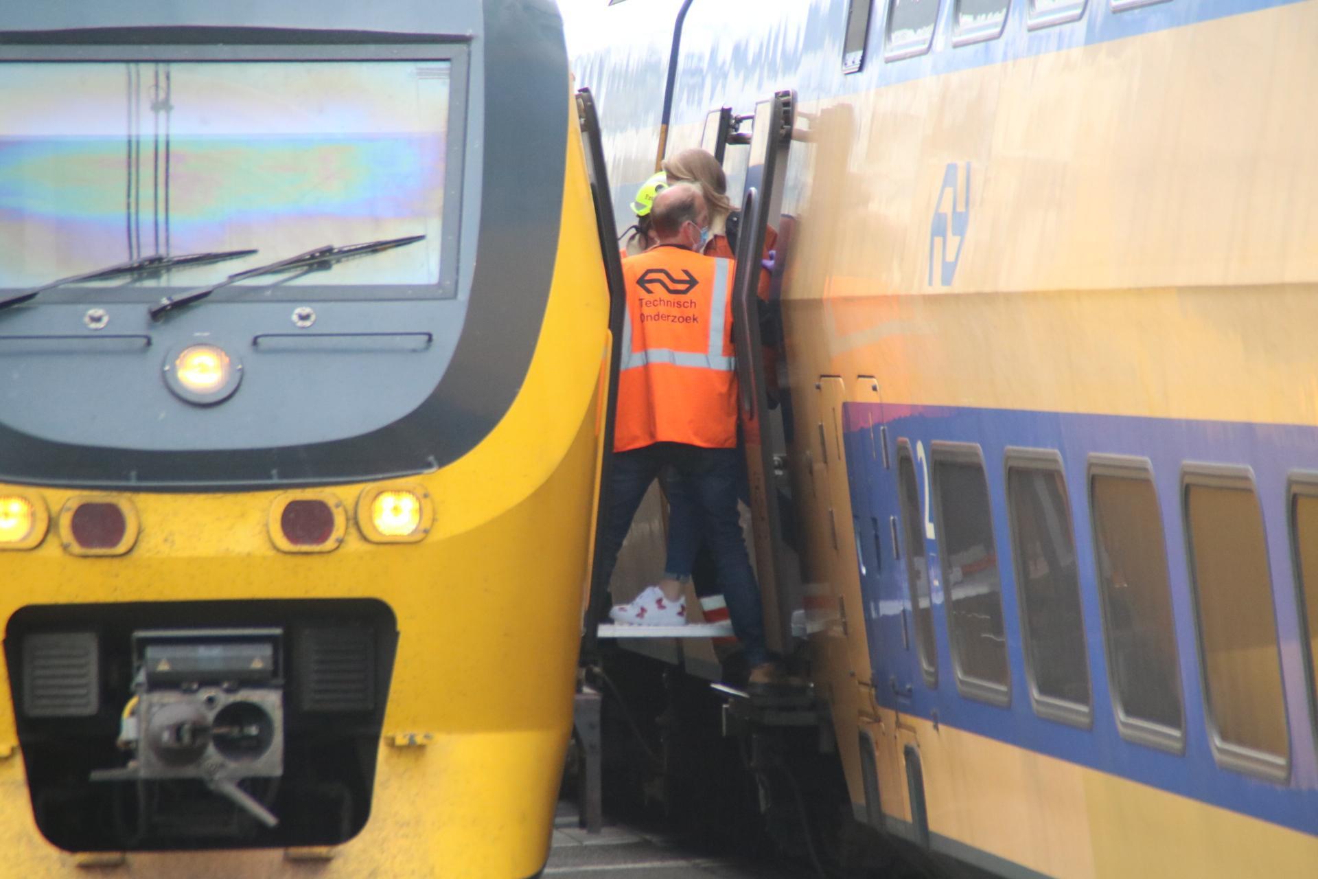 Geen treinen tussen Haarlem en Leiden door aanrijding; meer dan uur vertraging voor reizigers