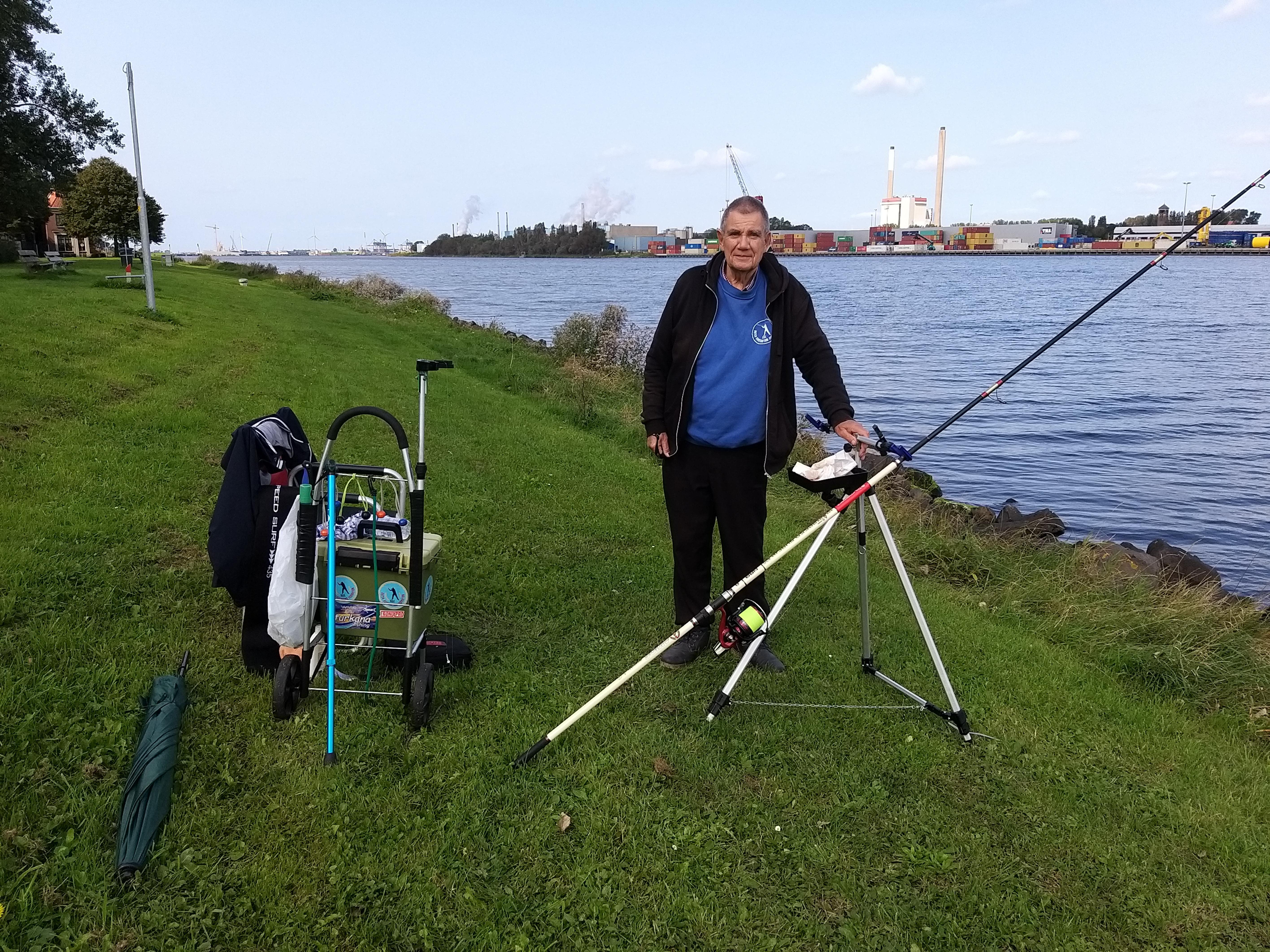 Massale vissterfte in Noordzeekanaal: 'Normaal vang ik wel iets na een uurtje - nu helemaal niks'