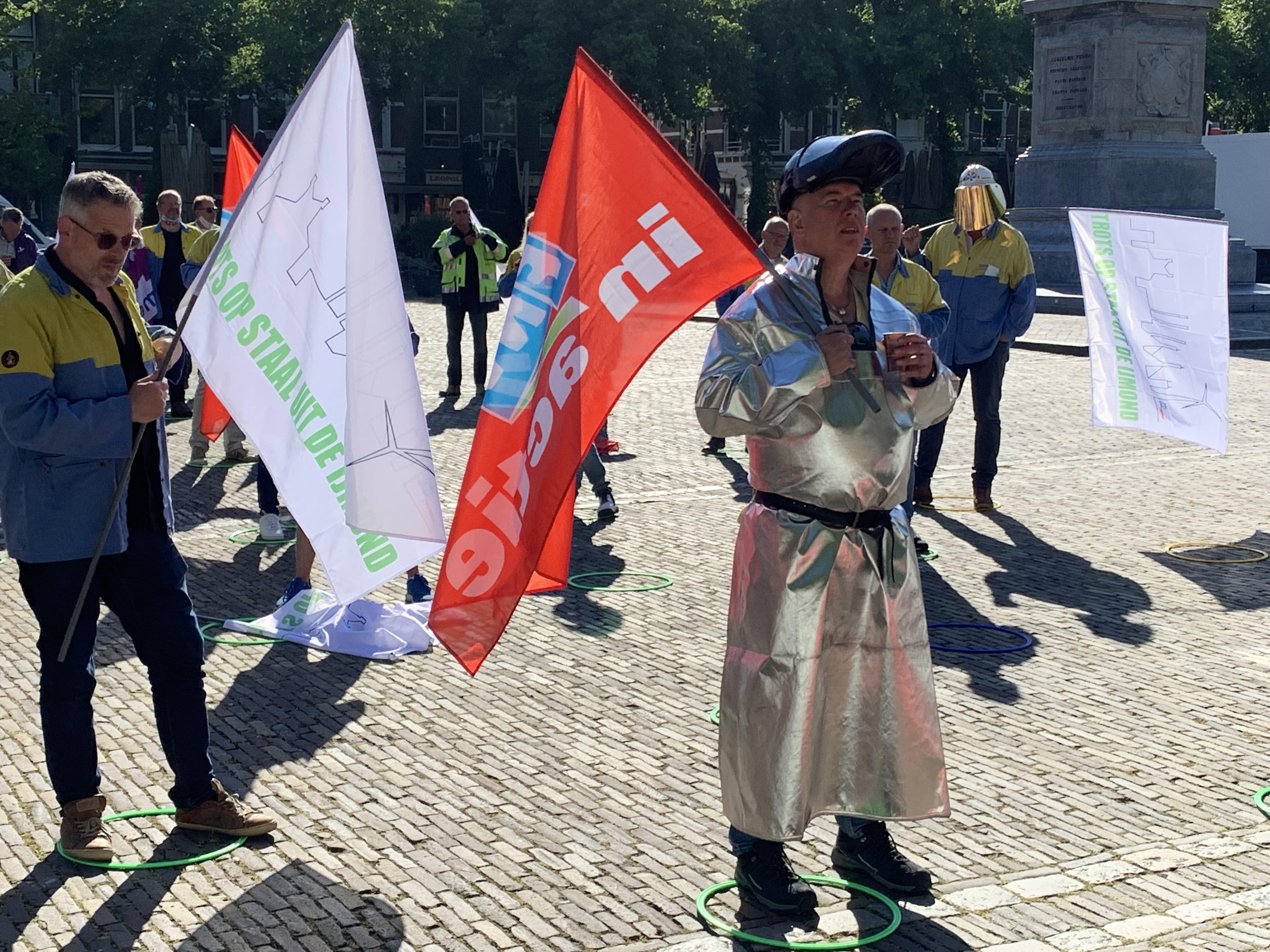 Werknemers Tata Steel gaan in de Tweede Kamer de strijd aan om behoud van staalfabriek
