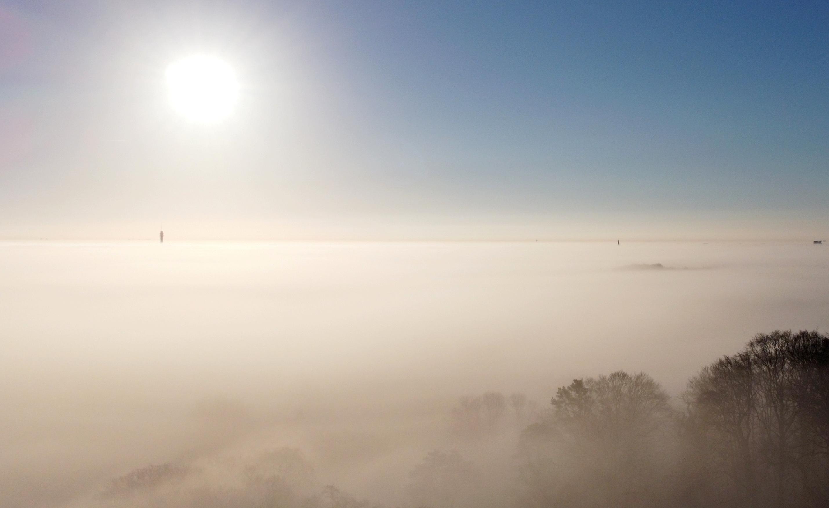 In beeld: Haarlem onder een dikke mistdeken