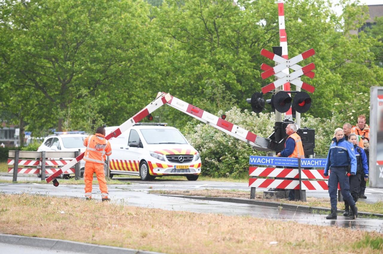 Vrachtwagen rijdt tegen slagboom, geen treinen tussen Leiden Lammenschans en Aphen aan den Rijn [update]