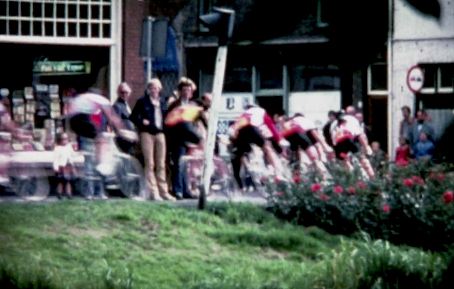 Bewegend Verleden: De bezetting van een moskee, Joop Zoetemelk rijdt door Leiden en beroemd restaurant 't Karrewiel stopt, 1979 [video]