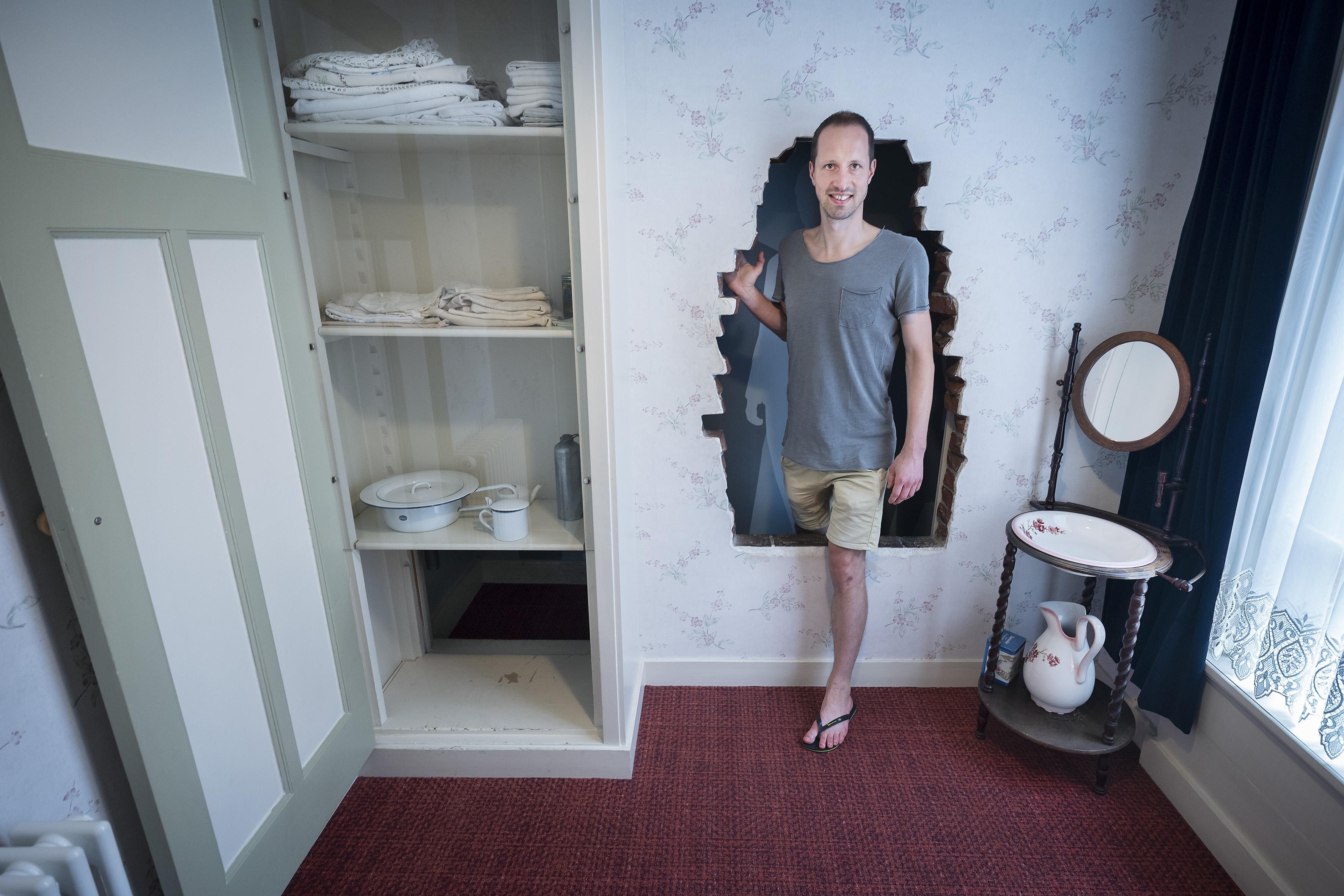 Noodkreet van Corrie ten Boomhuis, geen inkomsten door lange sluiting