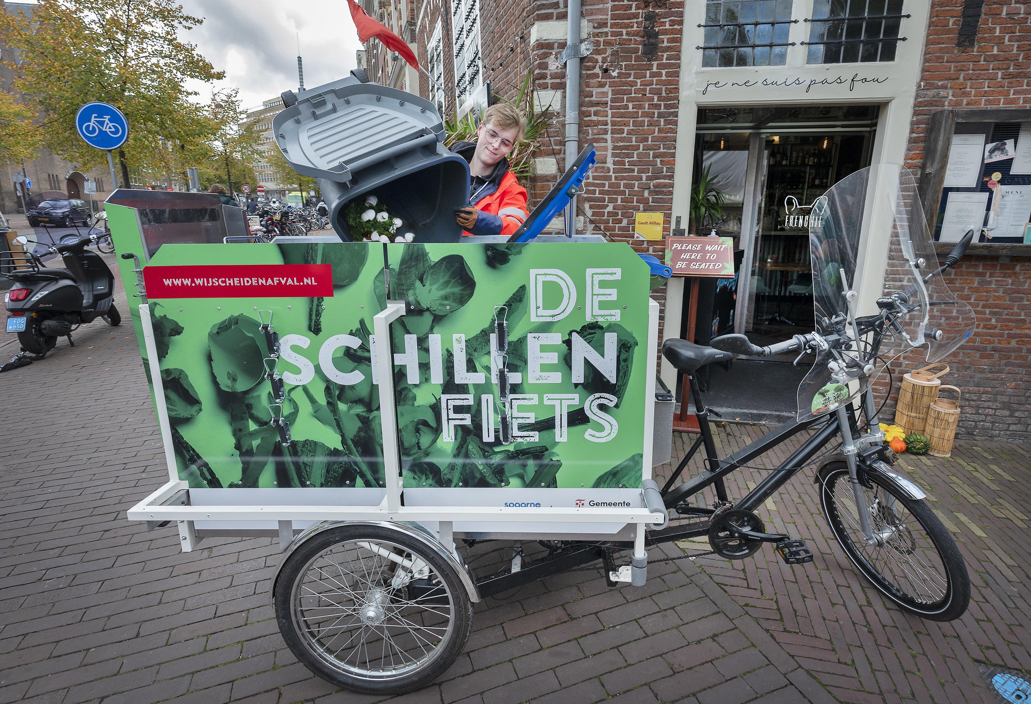 Schillenboer met stalen ros verlost Haarlemse horeca van keukenafval. 'Steeds meer zaken doen mee'