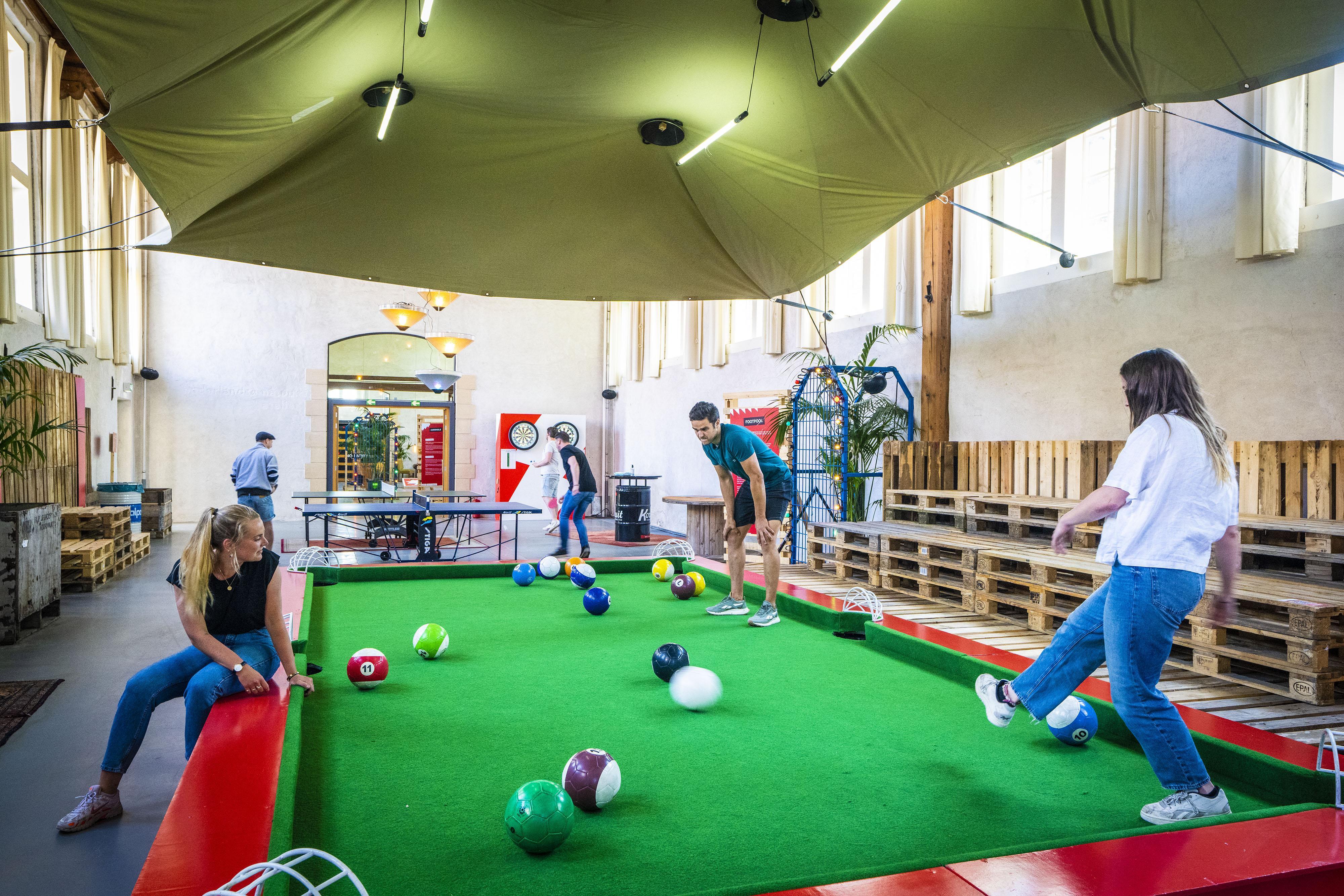 Stadsoase De Buurt in Leids Pesthuis weer deels open, met diverse spellen als entertainment