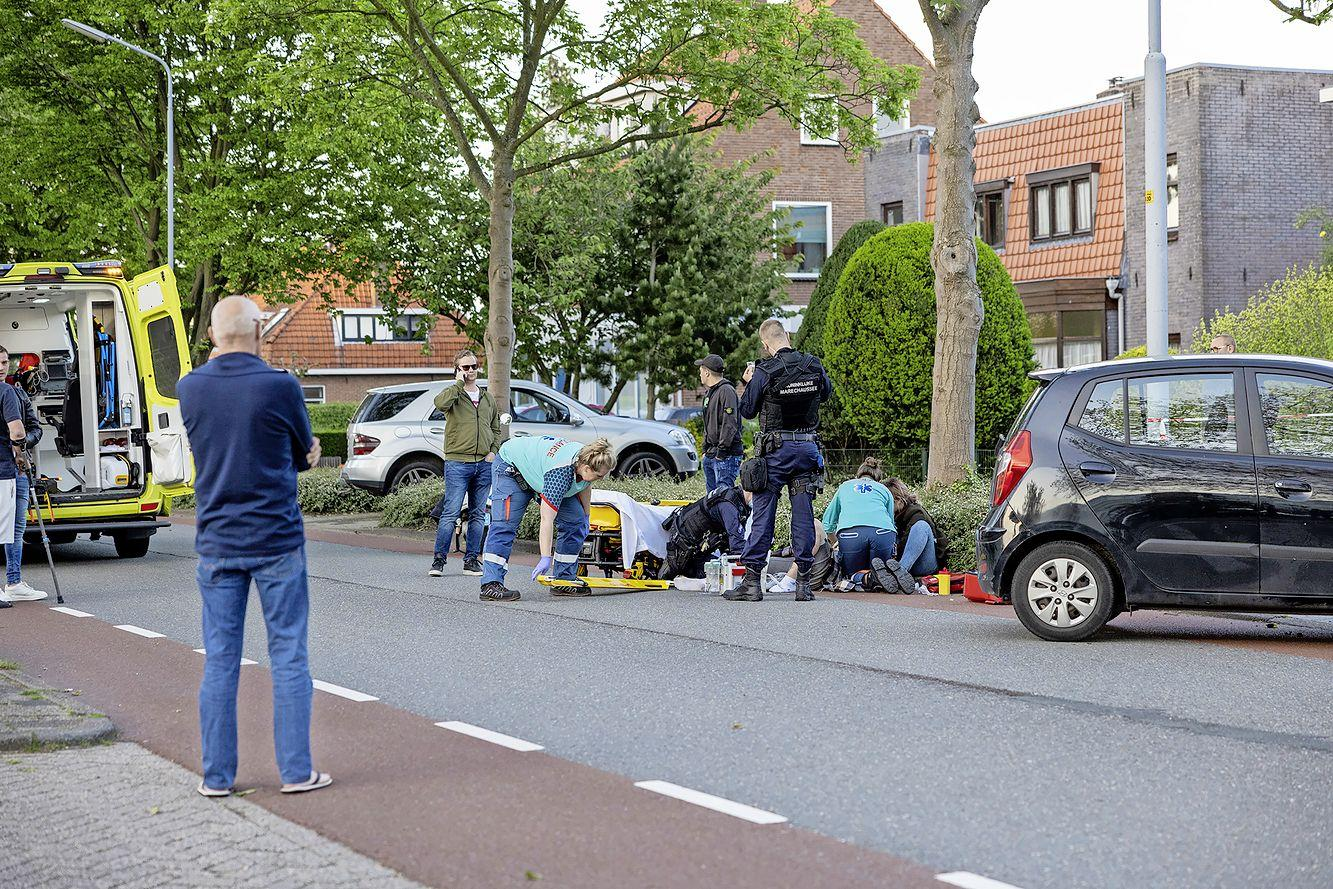 Motorrijder gewond bij stevige botsing in Badhoevedorp, meerdere hulpdiensten ter plaatse
