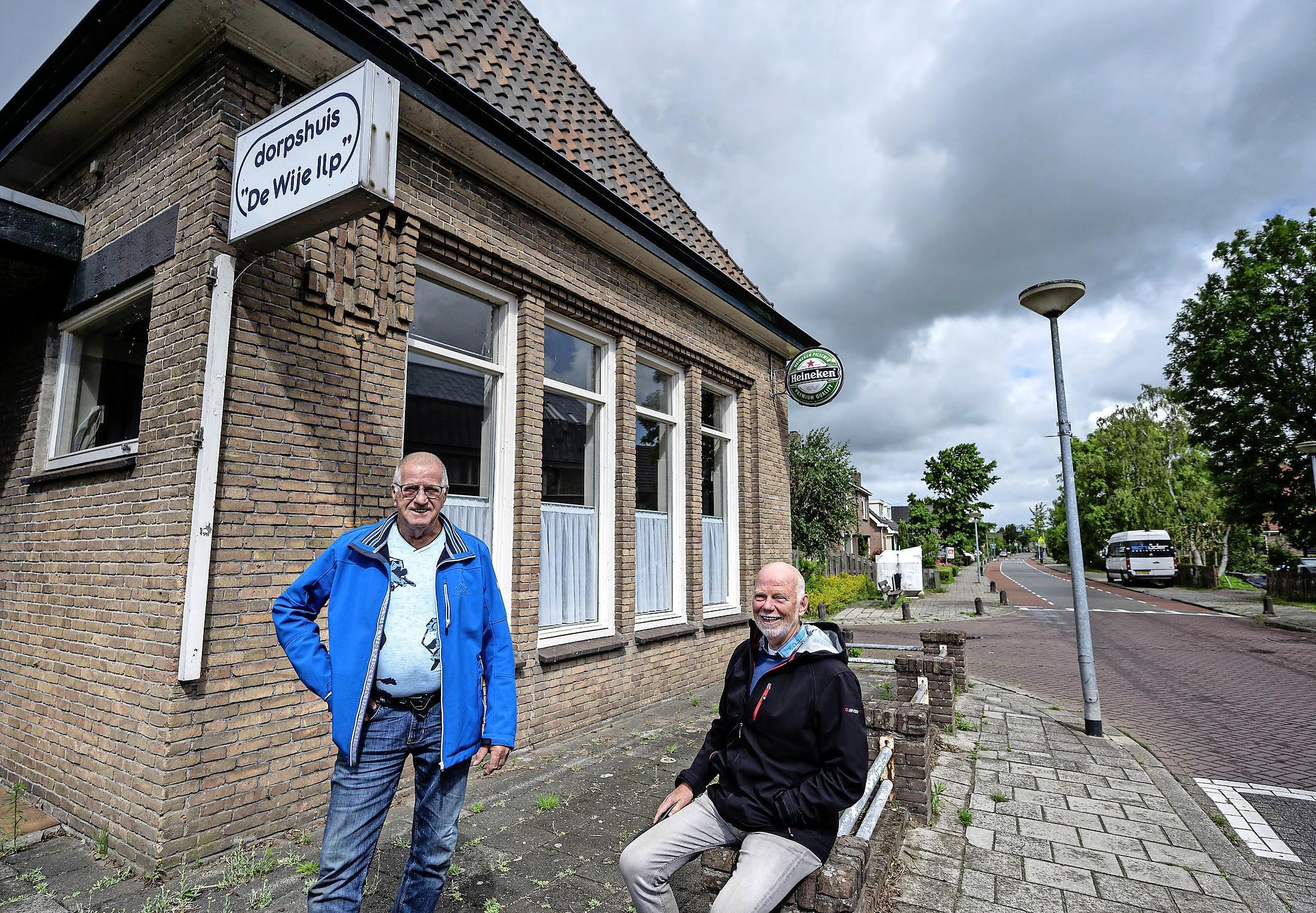 Monument voor vrijheidsstrijders in Den Ilp; Ellie en Piet Buijs nemen initiatief voor herdenkingsplaquette op dorpshuis. 'Het stikte hier van de onderduikers'