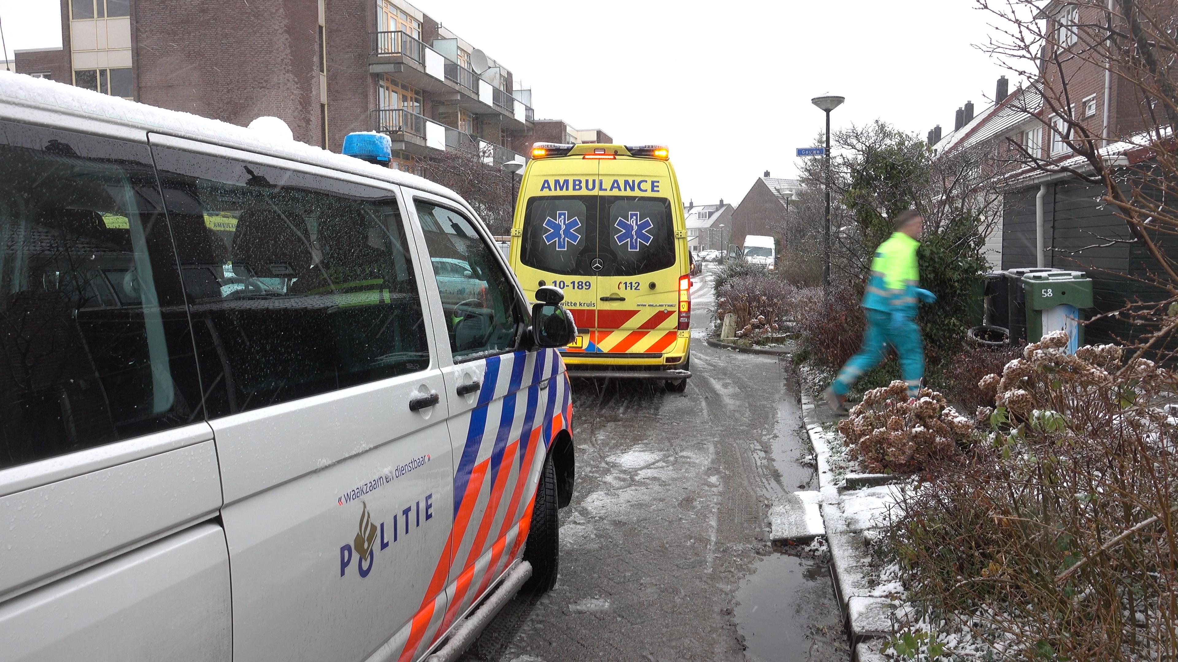 Meisje onder politiebegeleiding naar ziekenhuis na val in sneeuw Heerhugowaard