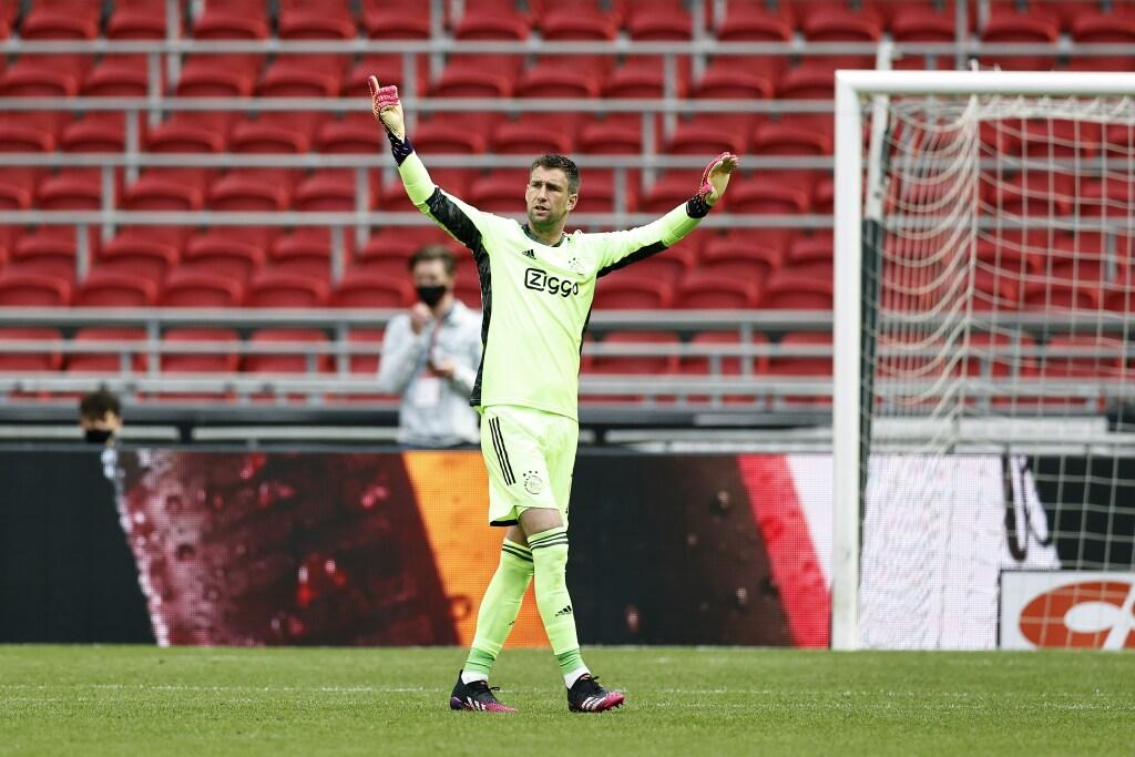 Ajax bevestigt nieuw contract doelman Stekelenburg