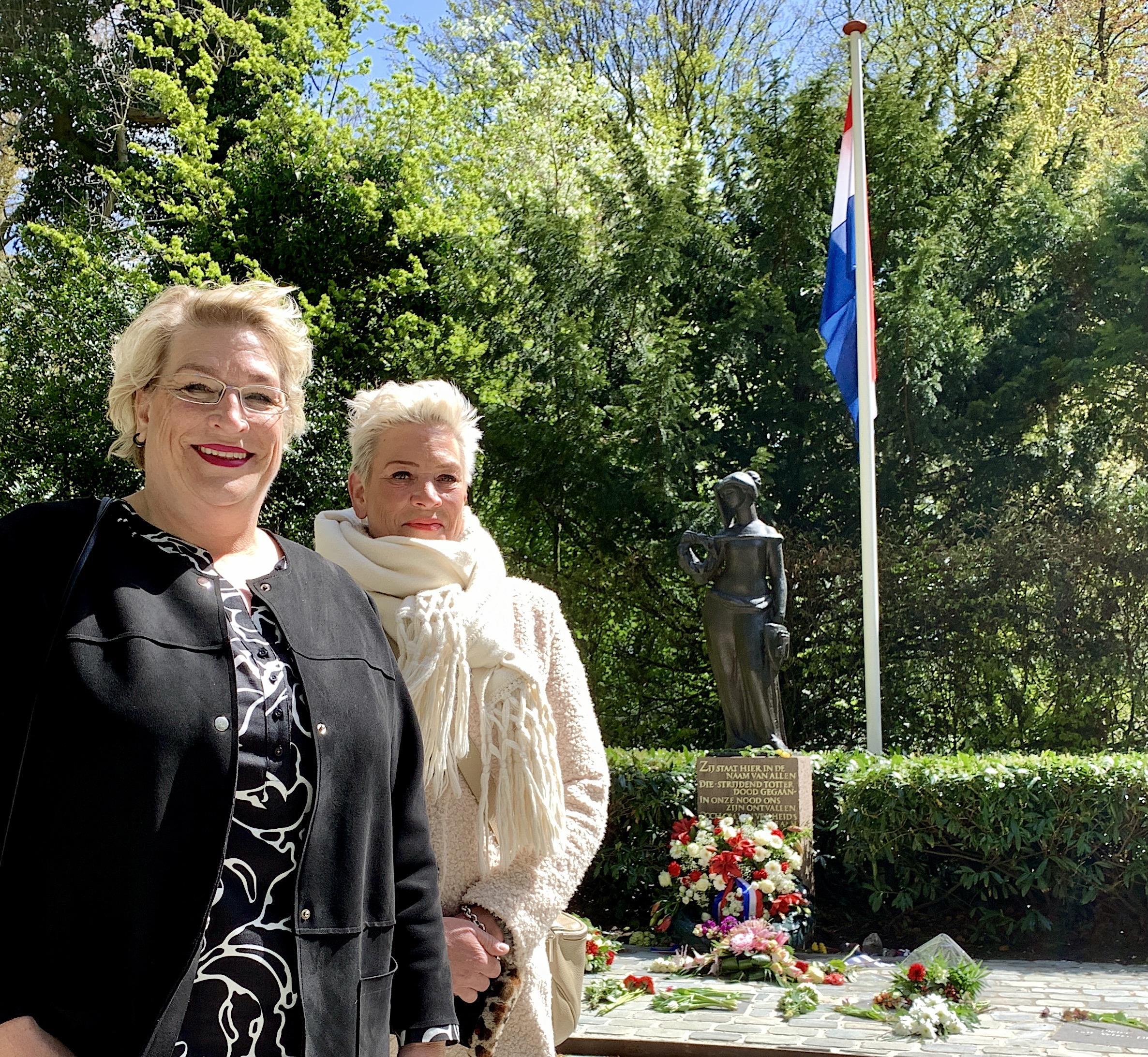 'Wat hij destijds heeft gezien, hier op deze plek, dat heeft zijn leven getekend,' zeggen Els en Yvonne, dochters van Nico Jonker. Als 14-jarige was hij in 1944 ongewild getuige van de executie van vijf verzetsmensen in de Alkmaarderhout