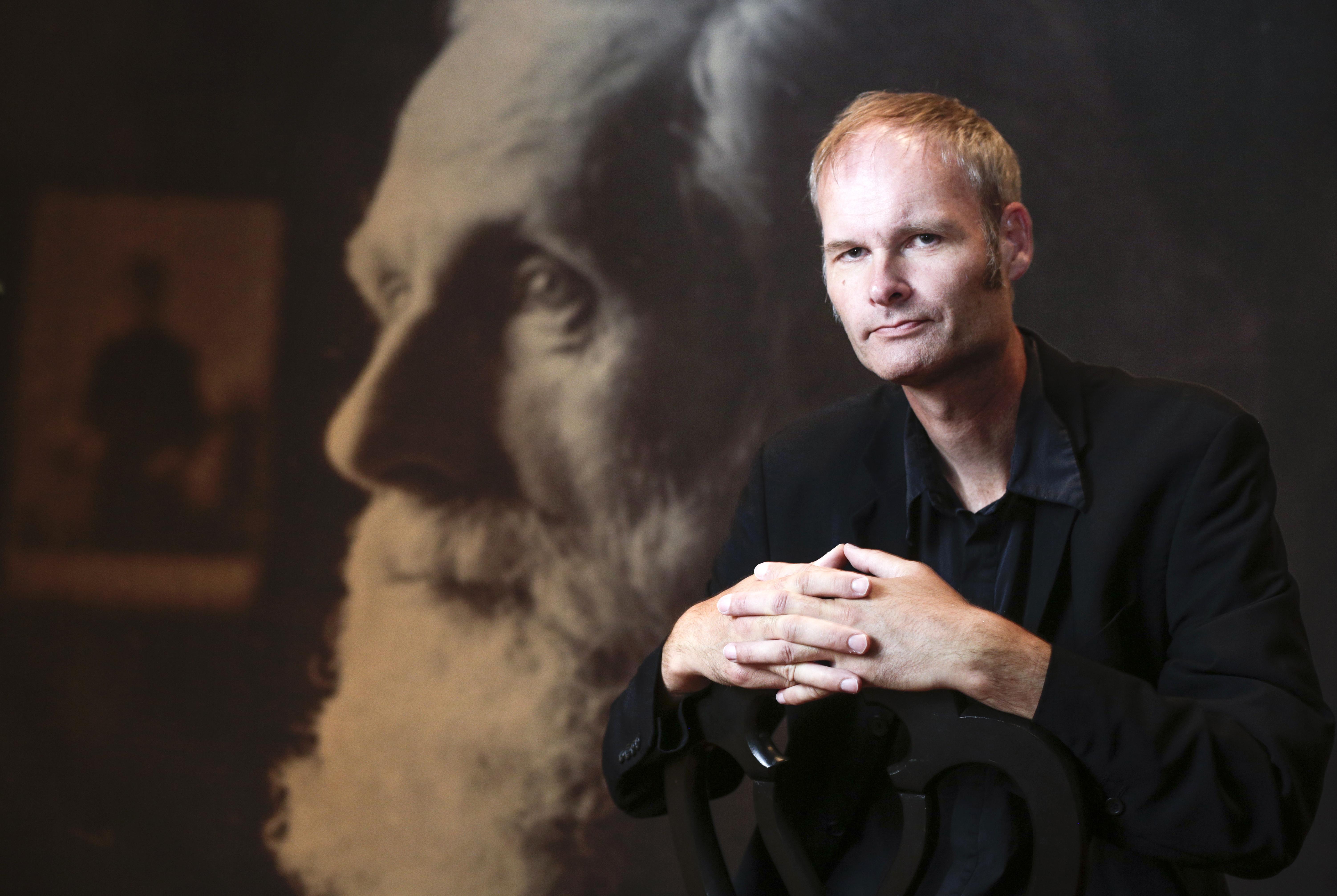 Meindert Talma brengt eigenzinnige muzikale biografie 'De Domela Passie' naar Crossing Border