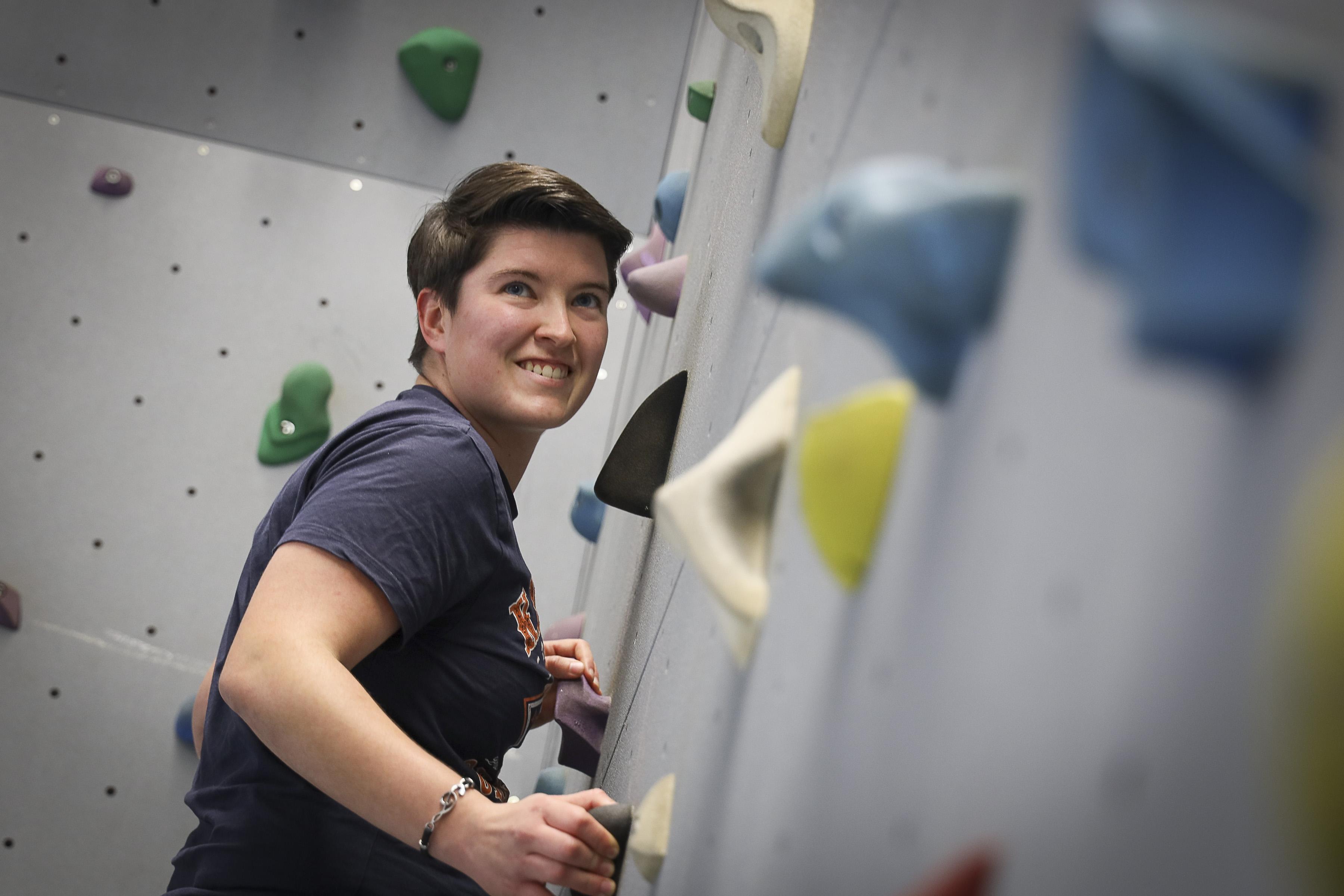 Sportieve wiskundedocente Dionne Vasmeer (25) ondervindt hoe ingrijpend de nasleep van corona kan zijn. 'Je denkt ik ben jong en fit, maar het interesseert het virus geen bal wie hij aanpakt'