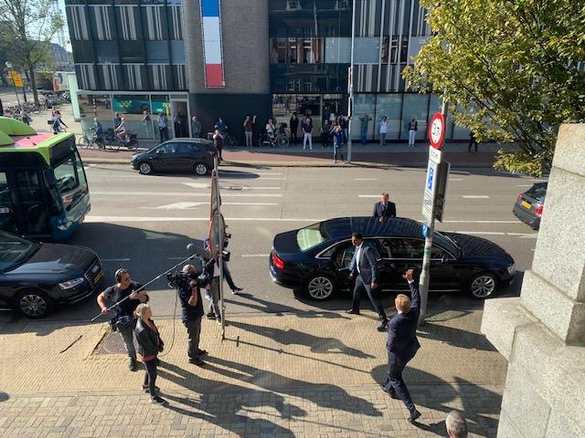 Koning Willem-Alexander brengt bezoek aan Haarlem voor prijswinnaars Appeltje van Oranje