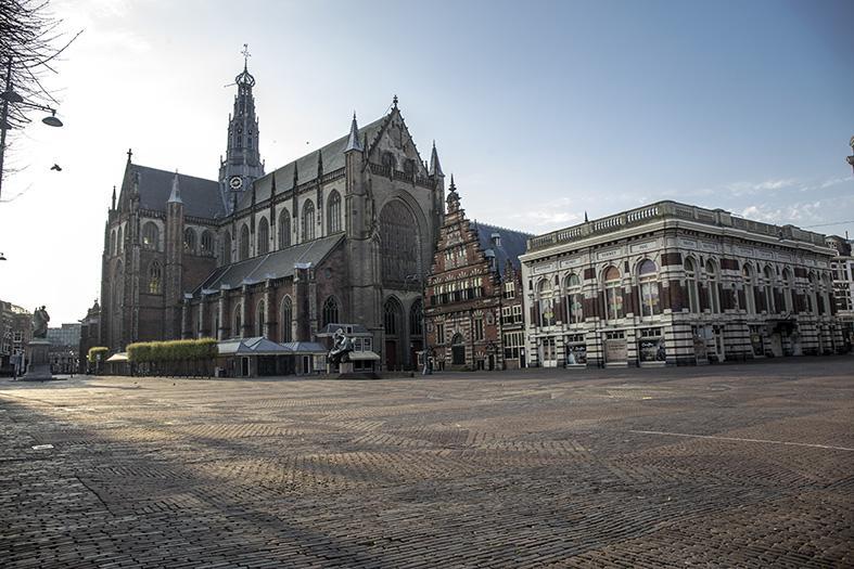 Unieke beelden: zo stil en leeg is het in Haarlem met Pasen